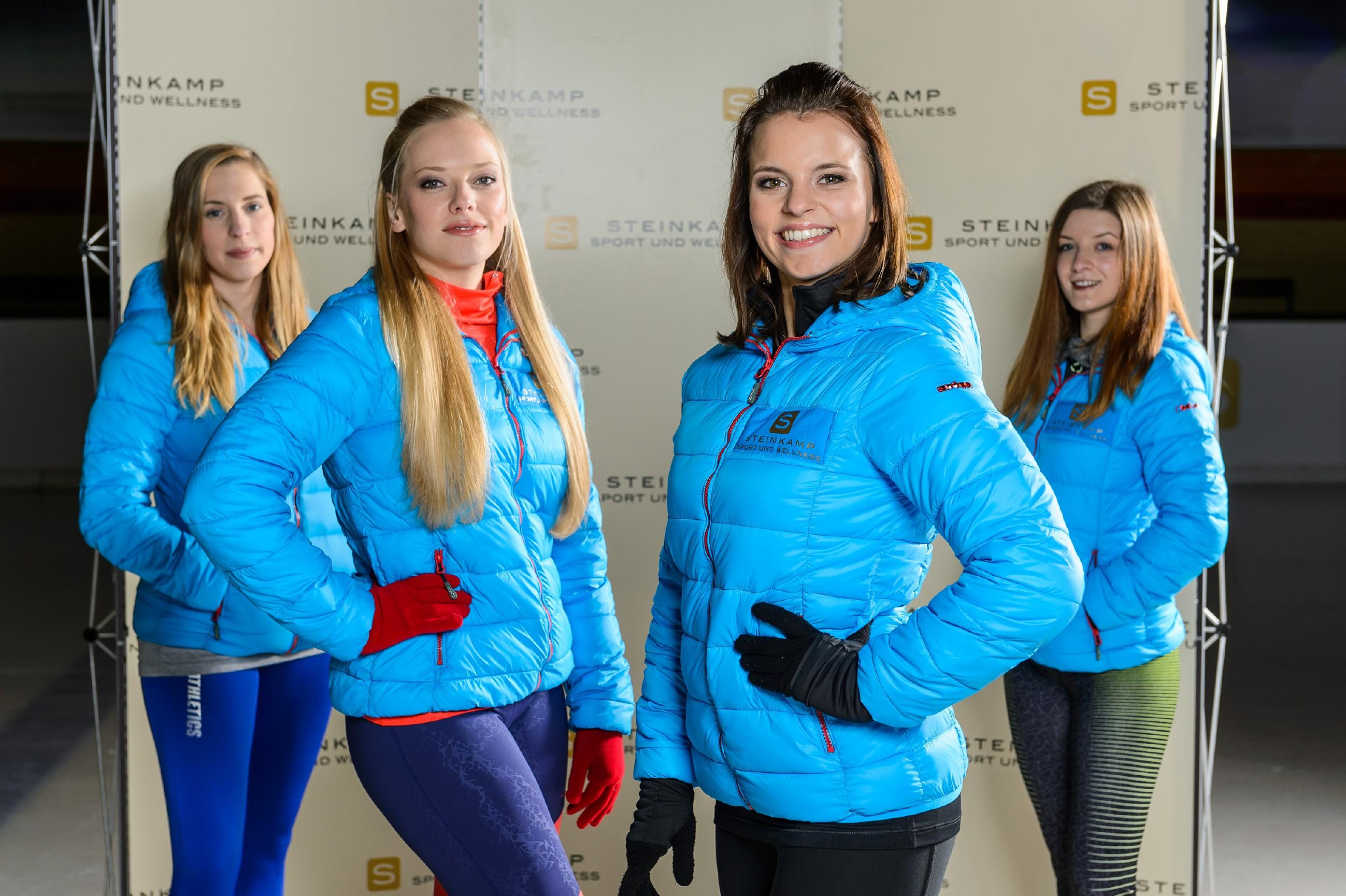 Bei einem Foto-Shooting mit Michelle (Franziska Benz, 2.v.r.) und zwei B-Kader-Läuferinnen (Komparsinnen) lässt sich Marie (Judith Neumann, 2.v.l.) nicht noch einmal von Michelle provozieren. (Quelle: RTL / Willi Weber)