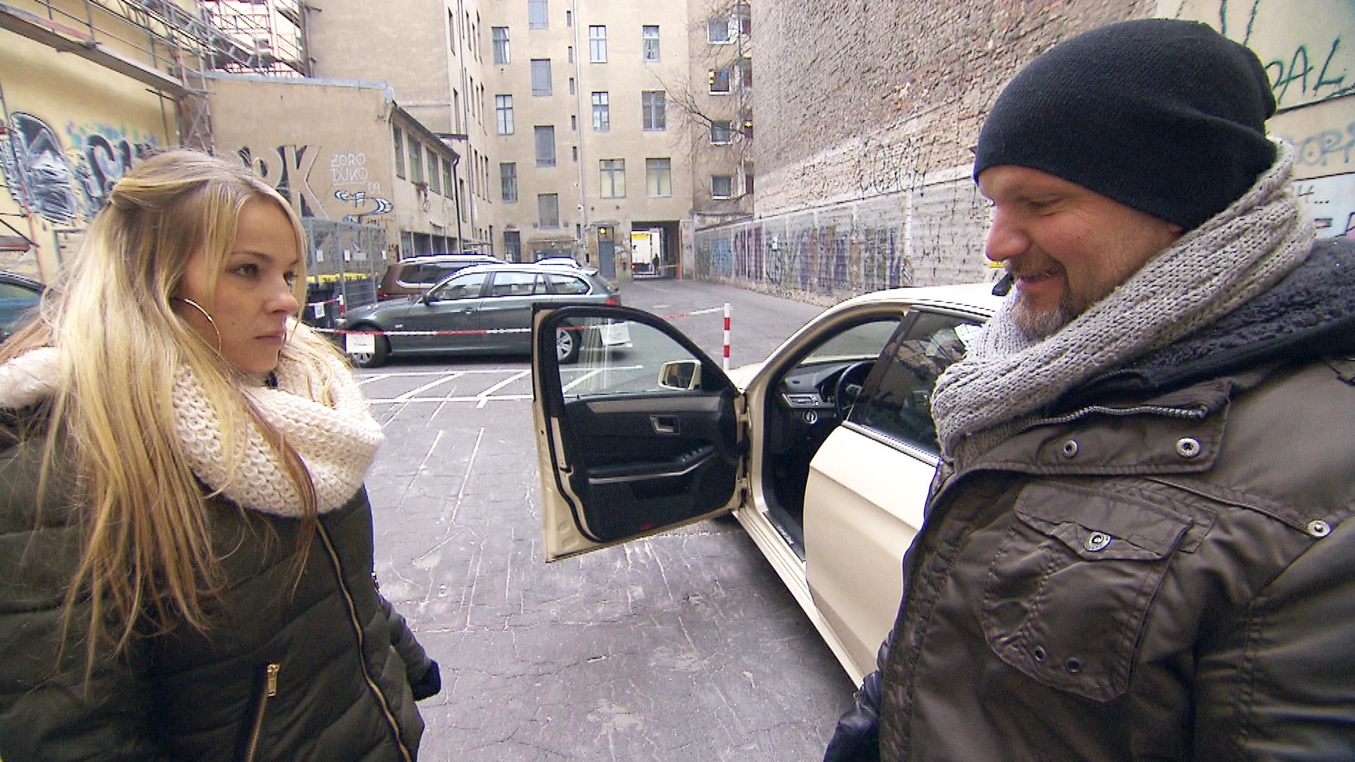 Als Joe nach einer durchfeierten Nacht mit Ole die attraktive Taxifahrerin Doro trifft, ist er hin und weg... (Quelle: RTL 2)