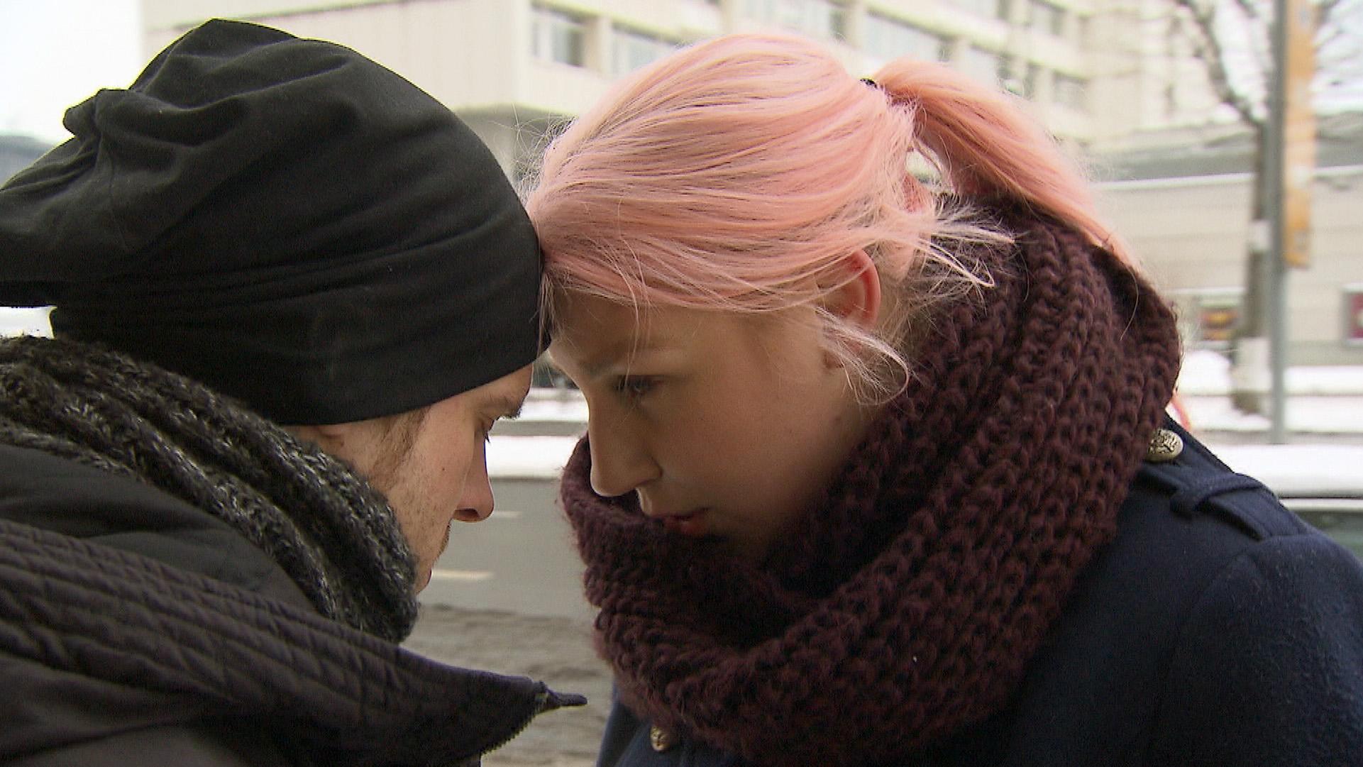 Paula möchte gerne, daß sich Basti (li.) mit Theo versteht (Quelle: RTL 2)