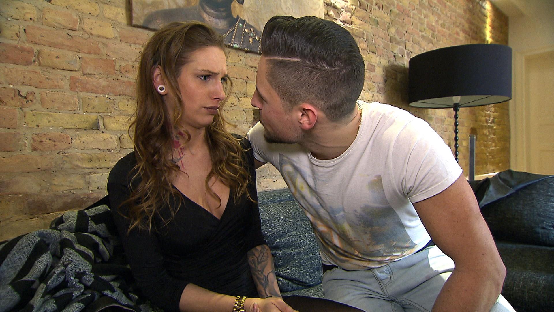 Als sich Milla mit einem der Männer aus der Dating-App trifft, wird ihr jedoch klar, dass sie Caros Rat besser beherzigt hätte. (Quelle: RTL 2)