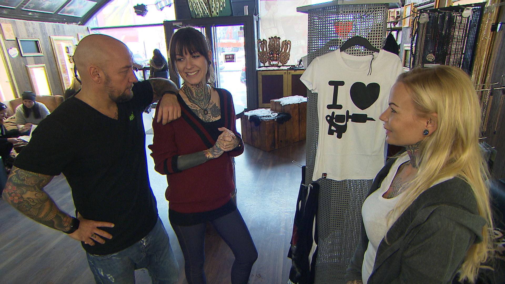 Caro bekommt die Chance, ein bekanntes Tattoomodel für dessen Internetblog zu tätowieren und sich damit einen Namen in der internationalen Tattooszene zu machen. (Quelle: RTL 2)
