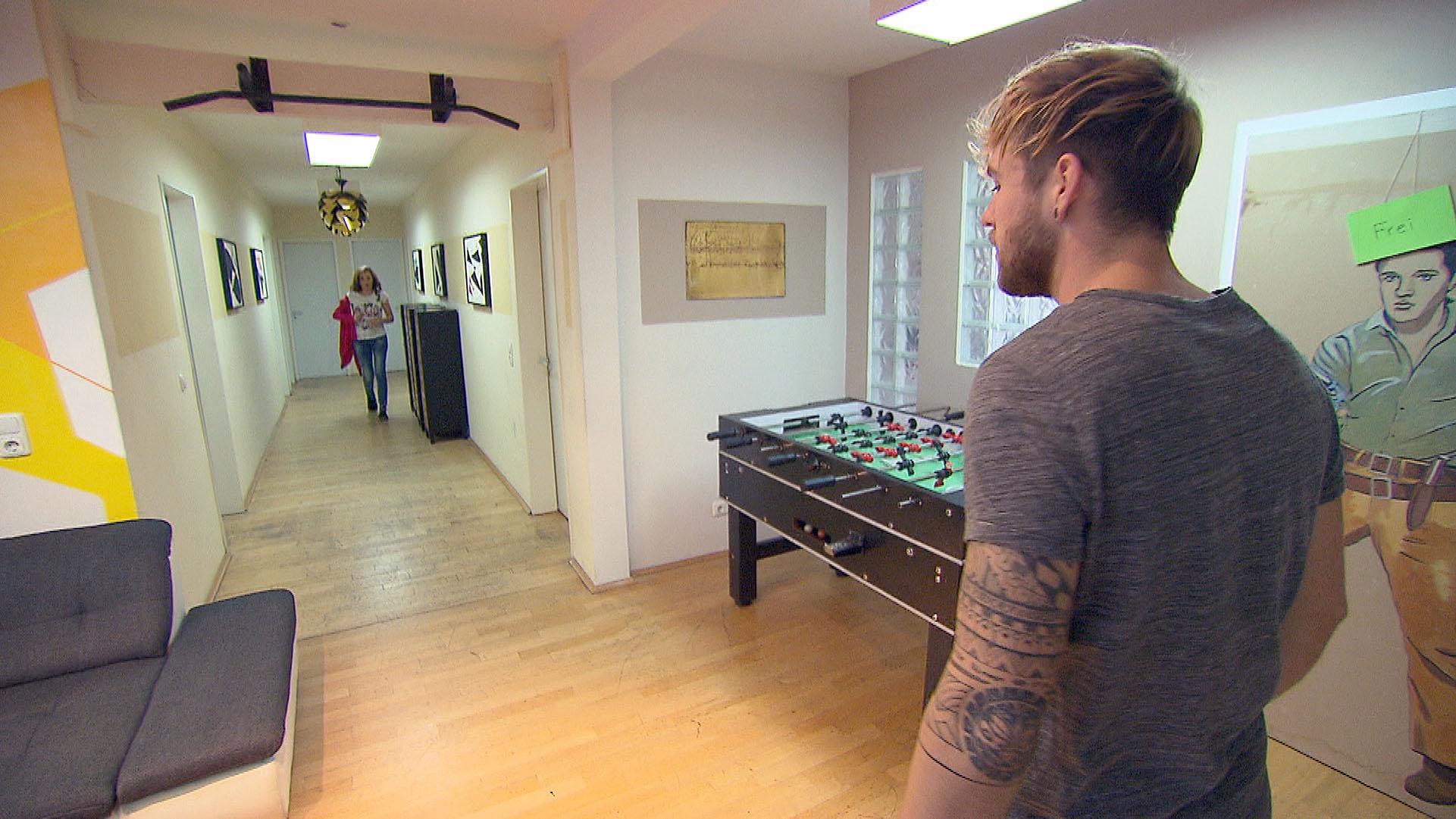 Chris fühlt sich von Anna verraten.. (Quelle: RTL 2)