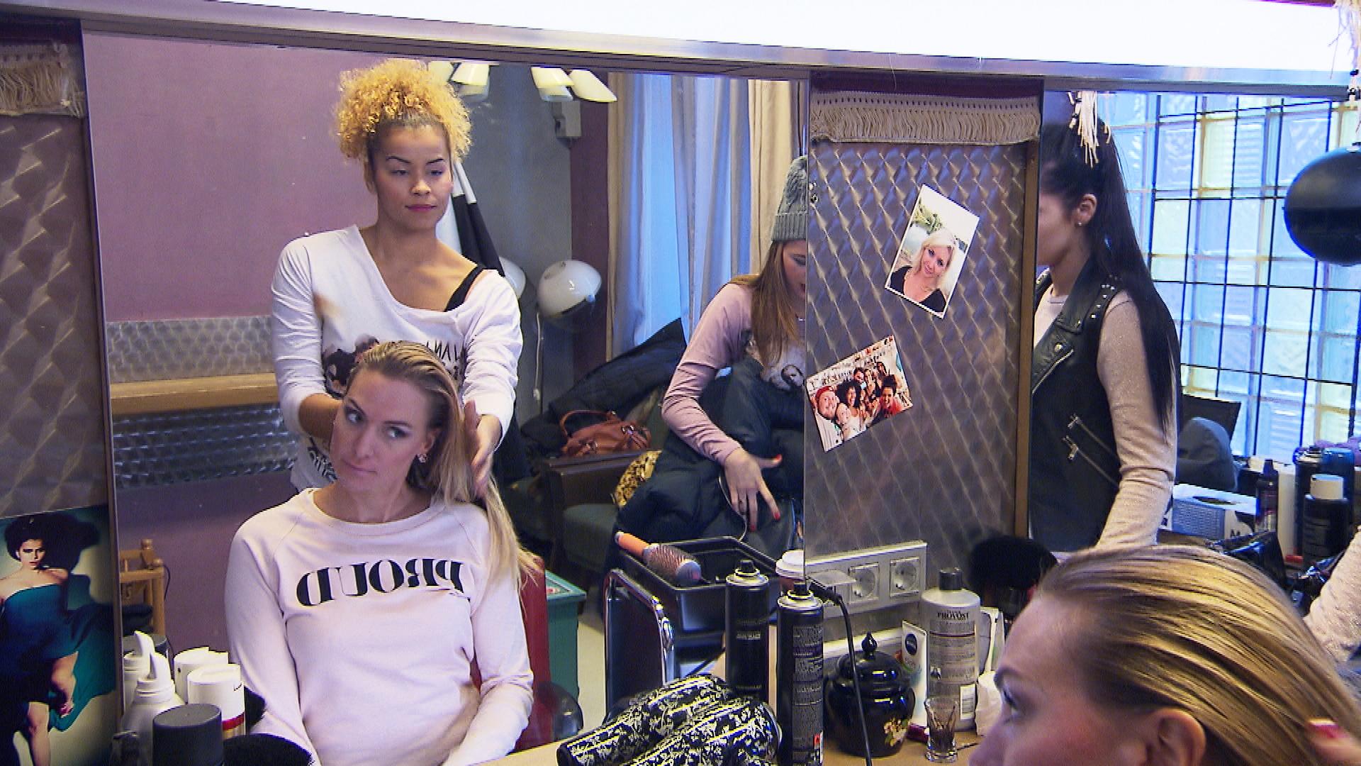 Cem bedauert, dass der Zwist mit Jan immer noch anhält und will die WG-Bewohner überzeugen, sich mit Jan auszusöhnen. (Quelle: RTL 2)