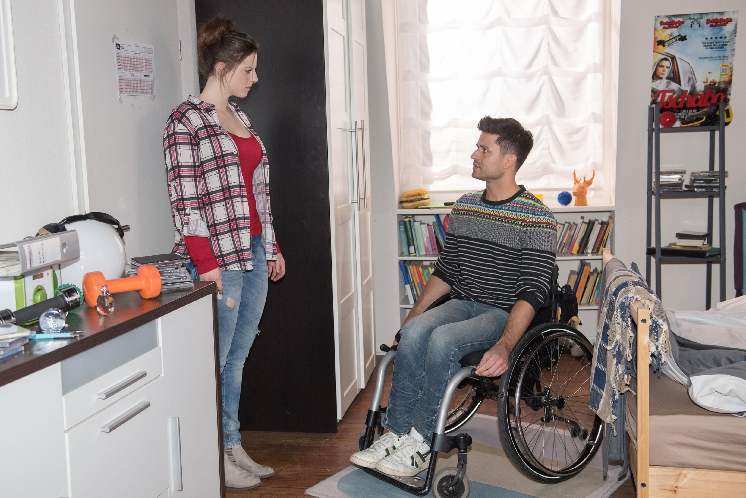 Nachdem sie von Jule eingesperrt wurden, kommt es zwischen Elli (Nora Koppen) und Paco (Milos Vukovic) zum Streit, in dessen Verlauf Paco endlich mit der Wahrheit über seine Gefühle herausplatzt... (RTL / Stefan Behrens)