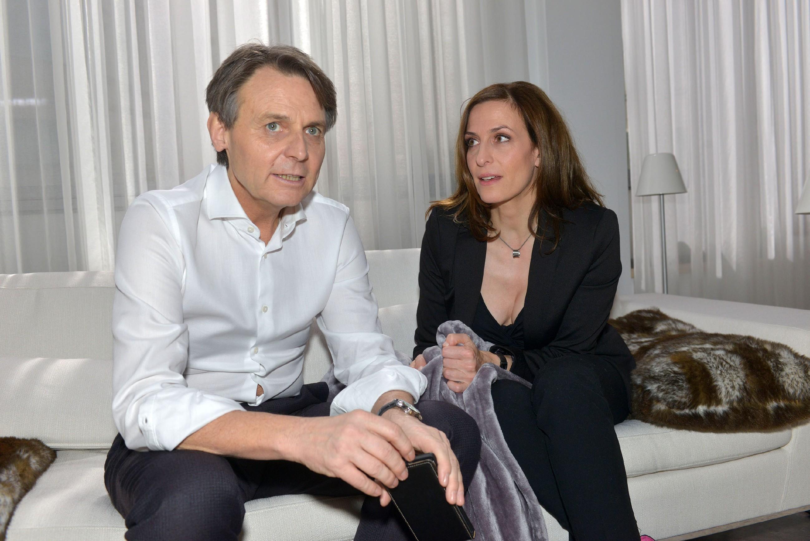 Gerner (Wolfgang Bahro) und Katrin (Ulrike Frank) geben die Hoffnung auf Davids Rettung nicht auf. (Quelle: RTL / Rolf Baumgartner)