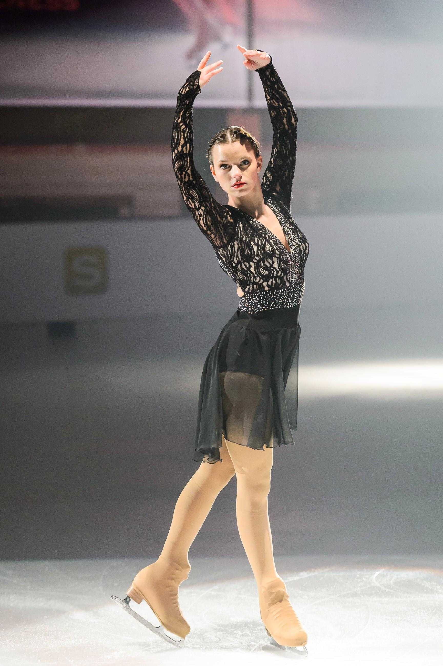 Michelle (Franziska Benz) läuft bei der Qualifikation zur Deutschen Meisterschaft eine perfekte Kür. (Quelle: RTL / Willi Weber)