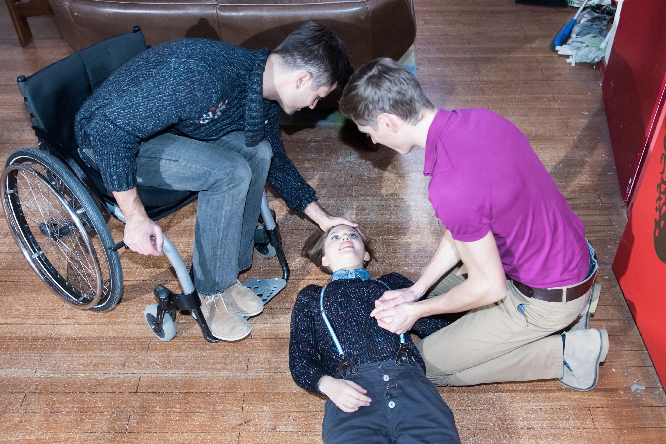 Paco (Milos Vukovic, l.) und Ringo (Timothy Boldt) erweisen sich in der Not als eingespieltes Team und retten Jule (Amrei Haardt) damit das Leben... (Quelle: RTL / Stefan Behrens)