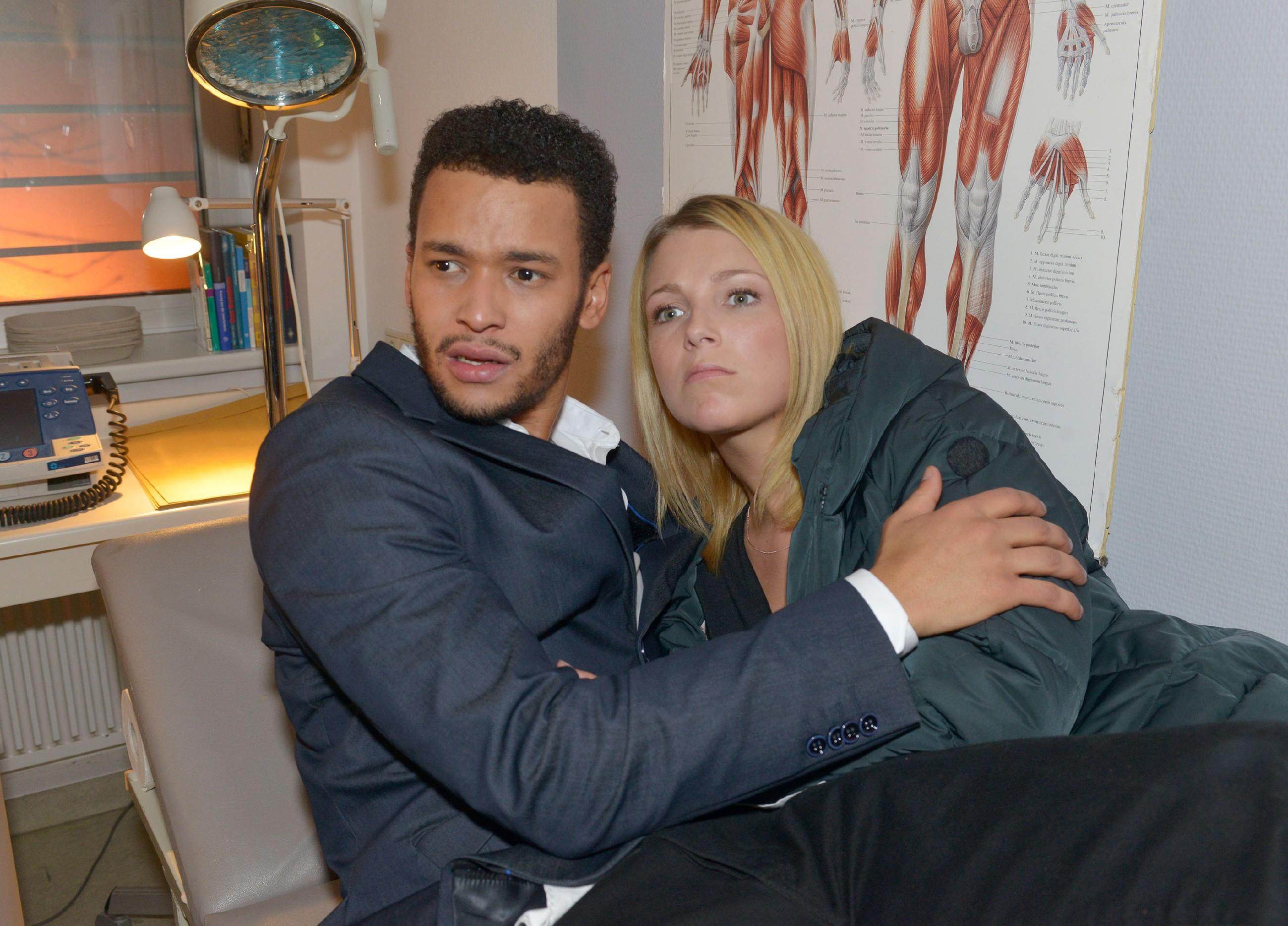 Gerade als Amar (Thando Walbaum) und Lilly (Iris Mareike Steen) endlich ihren Abend genießen wollen, werden sie Opfer eines feigen Brandanschlages... (Quelle: RTL / Rolf Baumgartner)