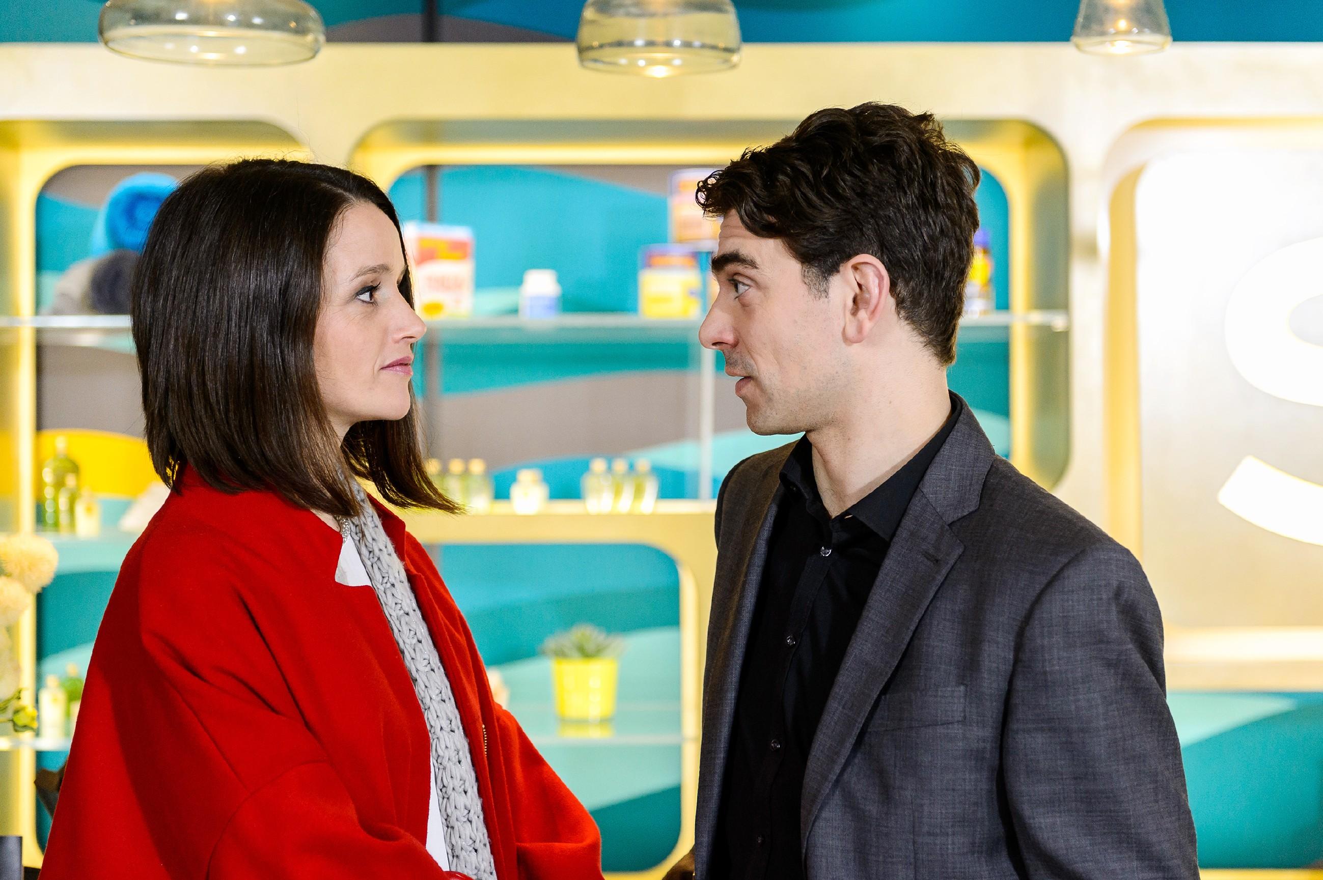 Veit (Carsten Clemens) ist unzufrieden, weil Jenny (Kaja Schmidt-Tychsen) ihn aus ihrem Erfolg bei ihren Eltern ausgrenzt. (Quelle: RTL / Willi Weber)