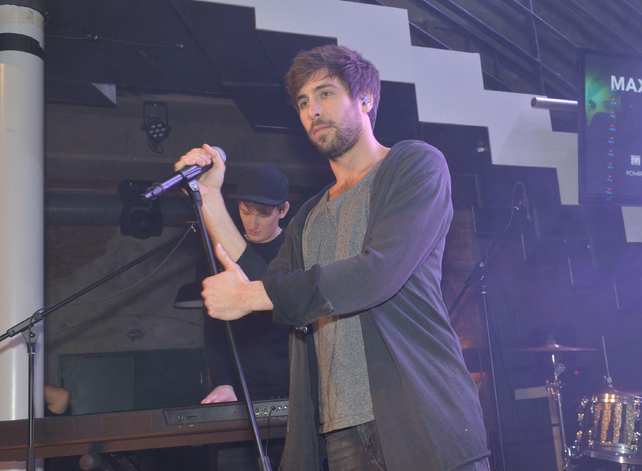 Der Sänger und Songwriter Max Giesinger gibt ein Konzert im Mauerwerk. (Quelle: RTL / Rolf Baumgartner)