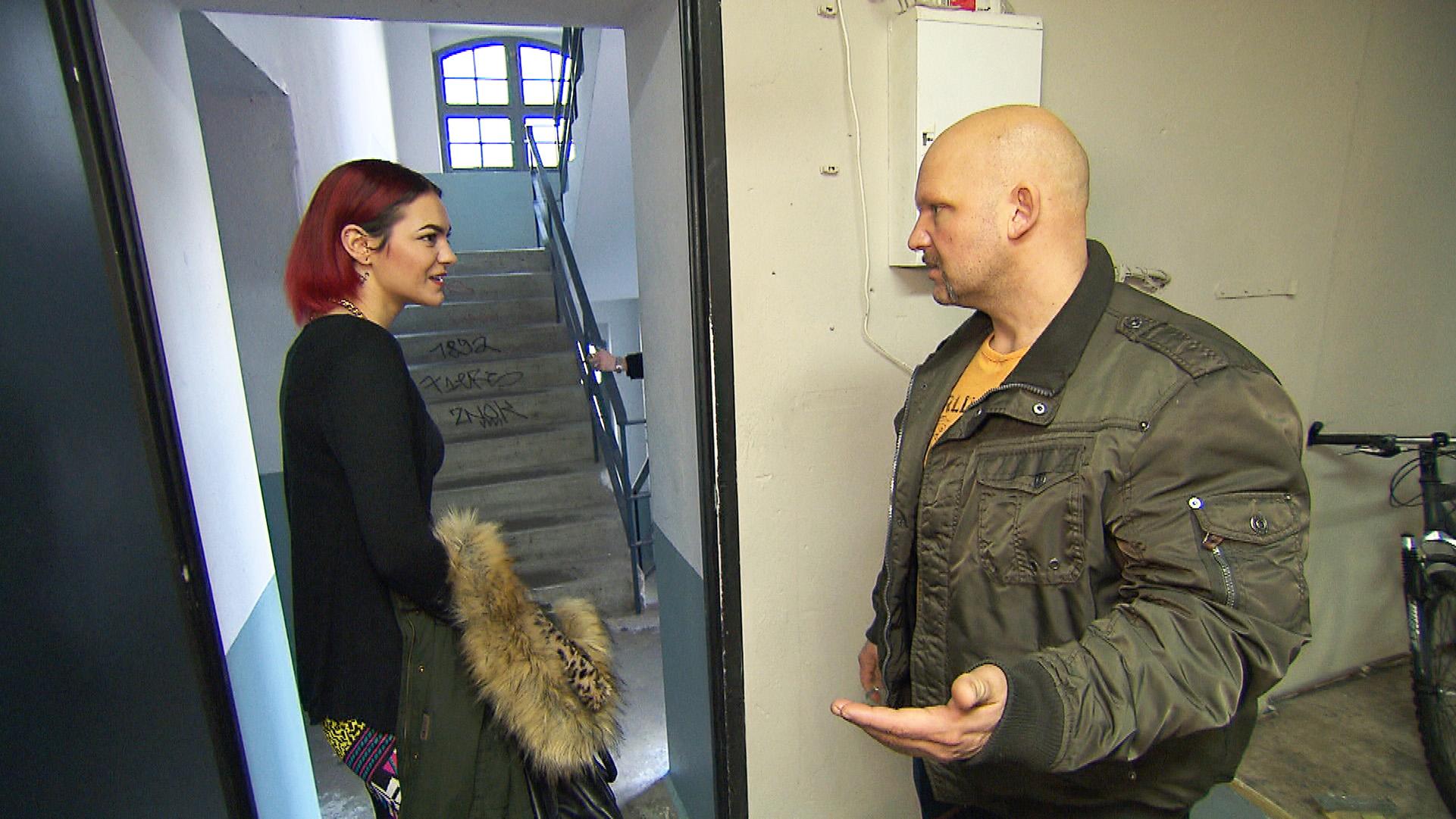 Jessica ist von Joes ständiger Einmischung in ihr Leben zunehmend genervt... (Quelle: RTL 2)