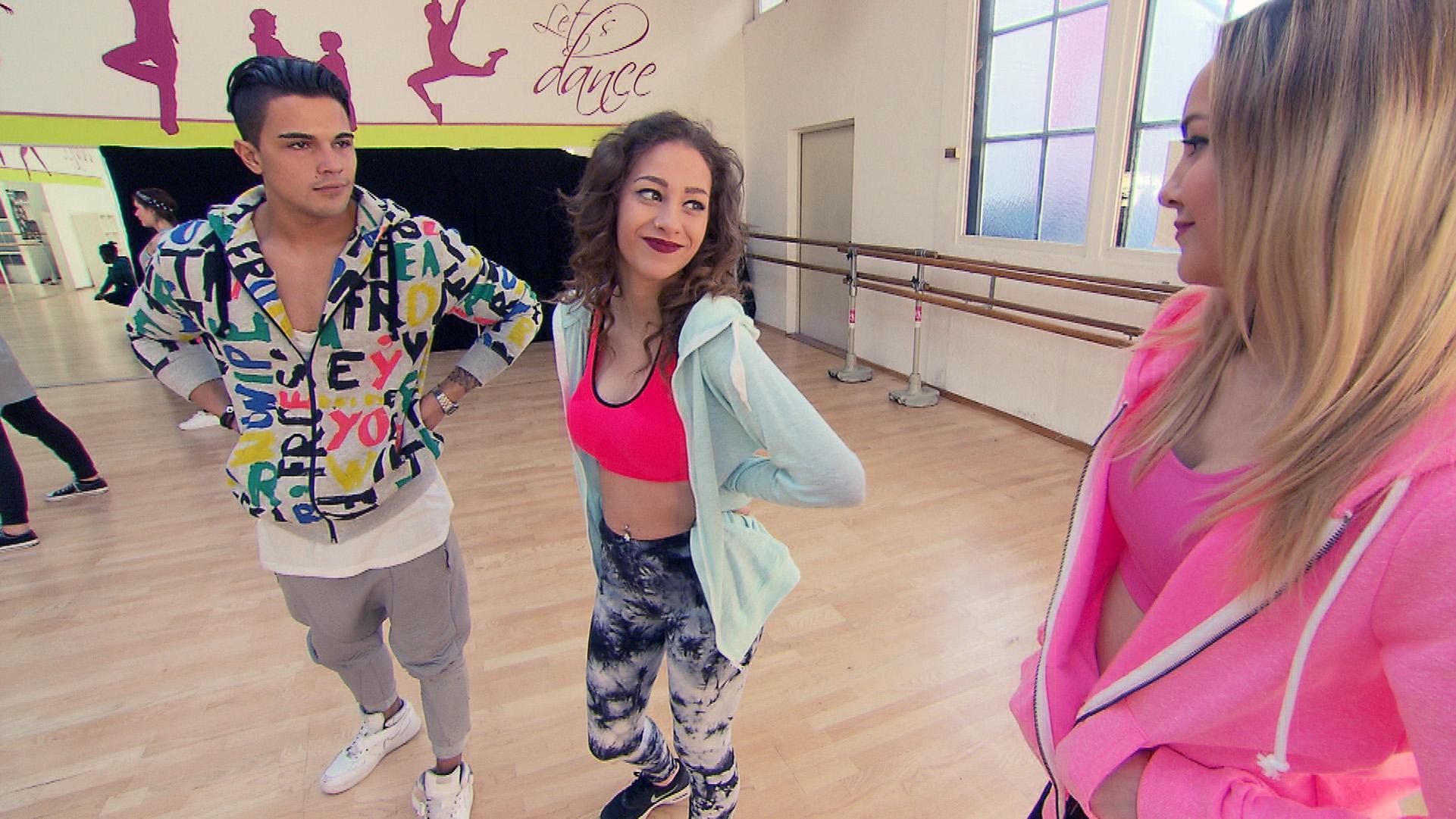 Elli kann an nichts anderes denken als den gemeinsamen Hip Hop-Kurs mit Chico.. (Quelle: RTL 2)