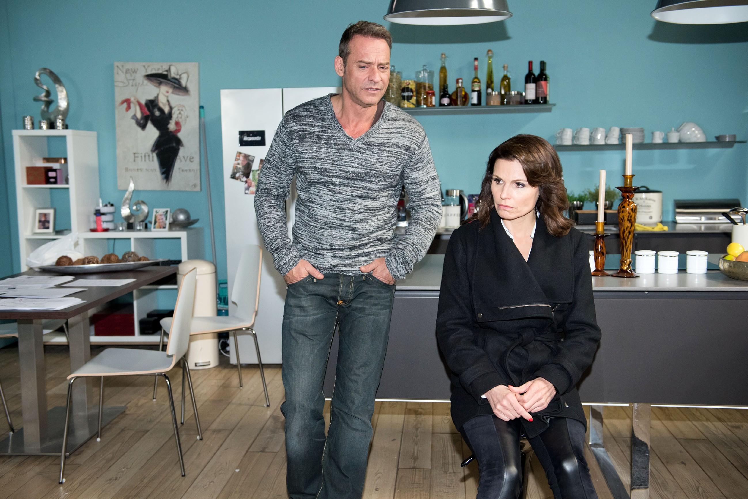 Britta (Tabea Heynig) erzählt Rufus (Kai Noll) von der für sie furchtbaren Diagnose: Sie braucht eine Brille! (Quelle: RTL / Stefan Behrens)