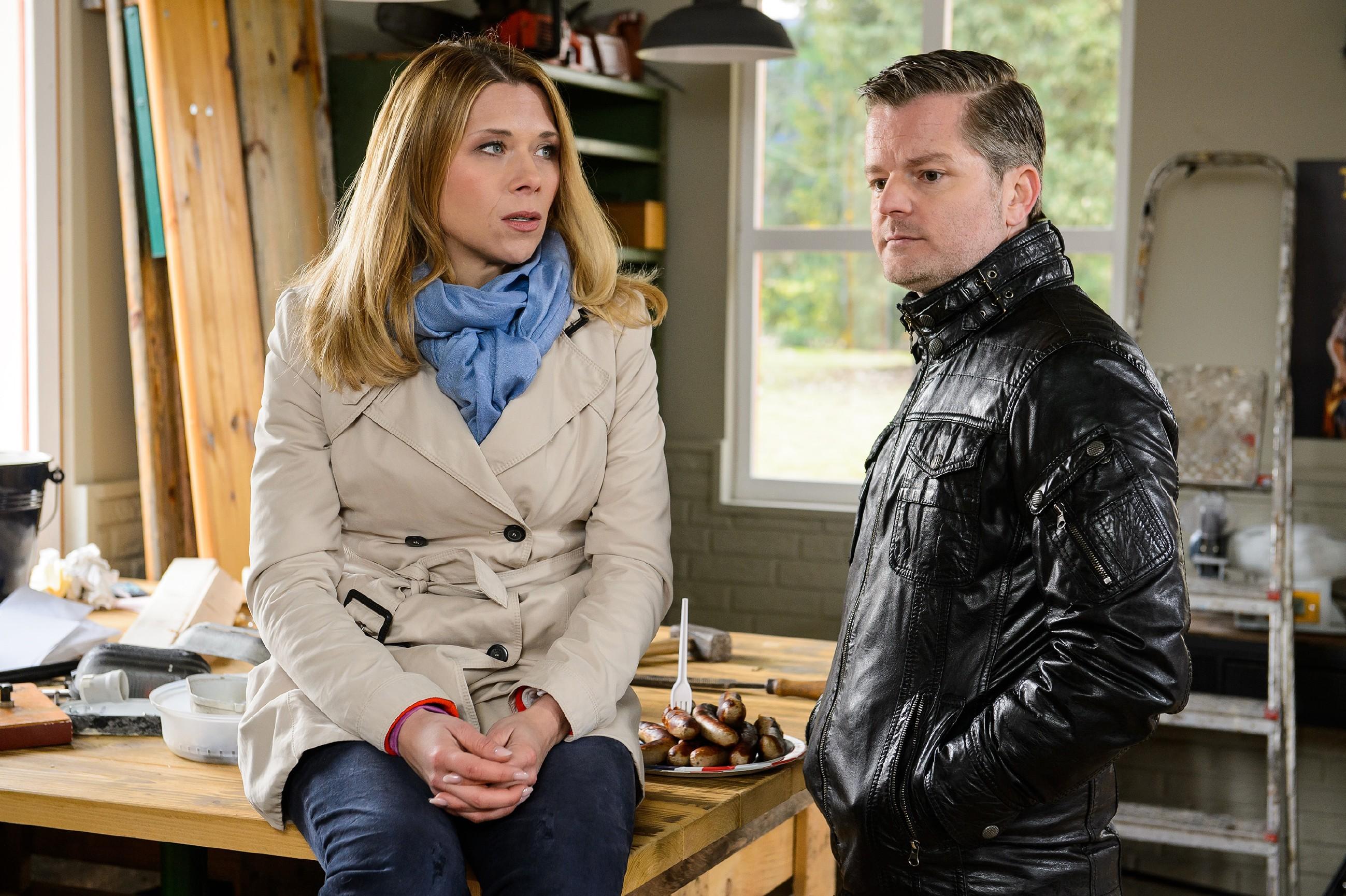 Ingo (André Dietz) fängt Diana (Tanja Szewczenko) auf, als diese sich ihm anvertraut. (Quelle: RTL / Willi Weber)