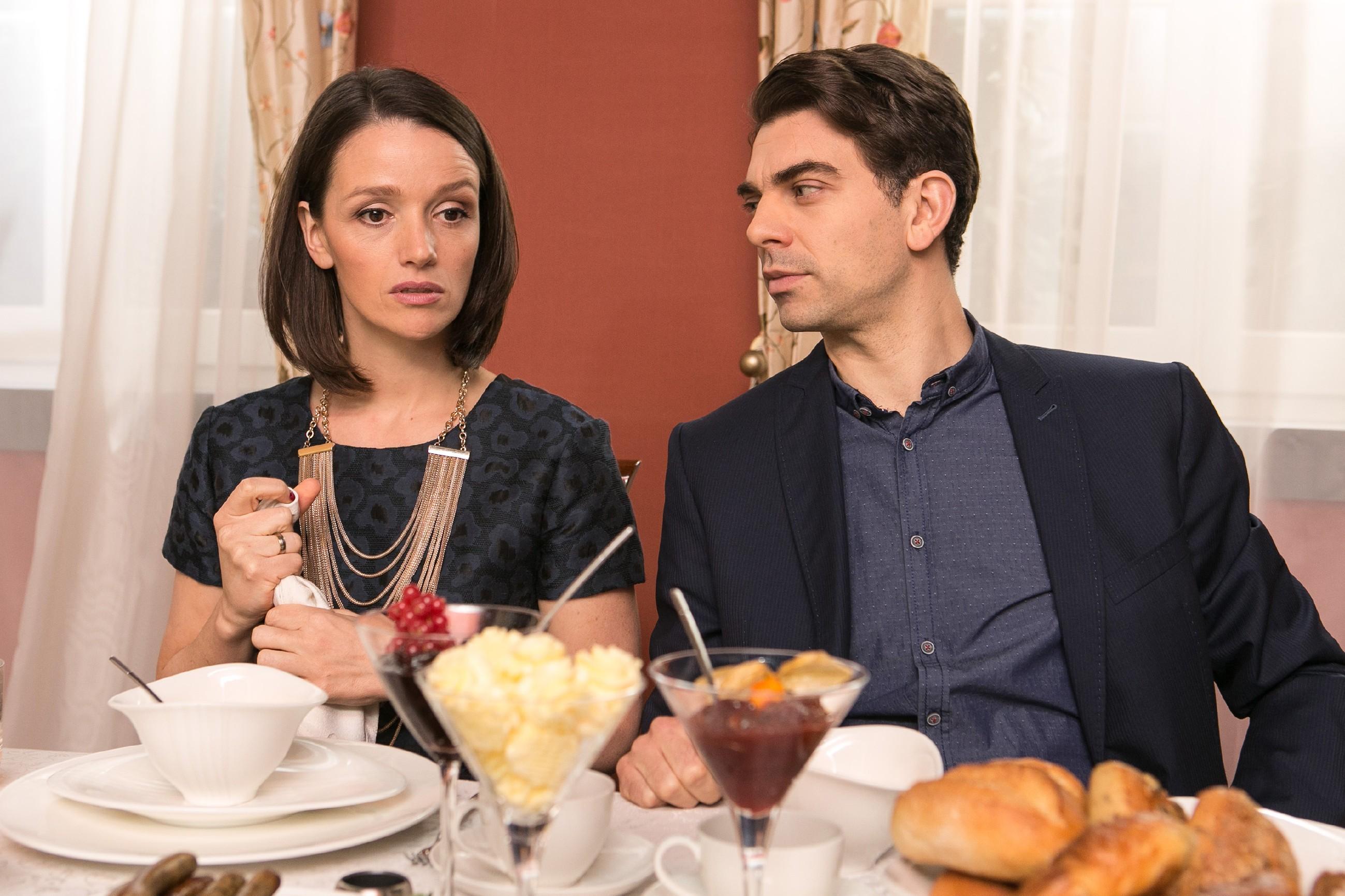 Veit (Carsten Clemens) ist trotz Jennys (Kaja Schmidt-Tychsen) Zweifel davon überzeugt, dass Deniz' Kopf jetzt rollen wird. (Quelle: RTL / Kai Schulz)