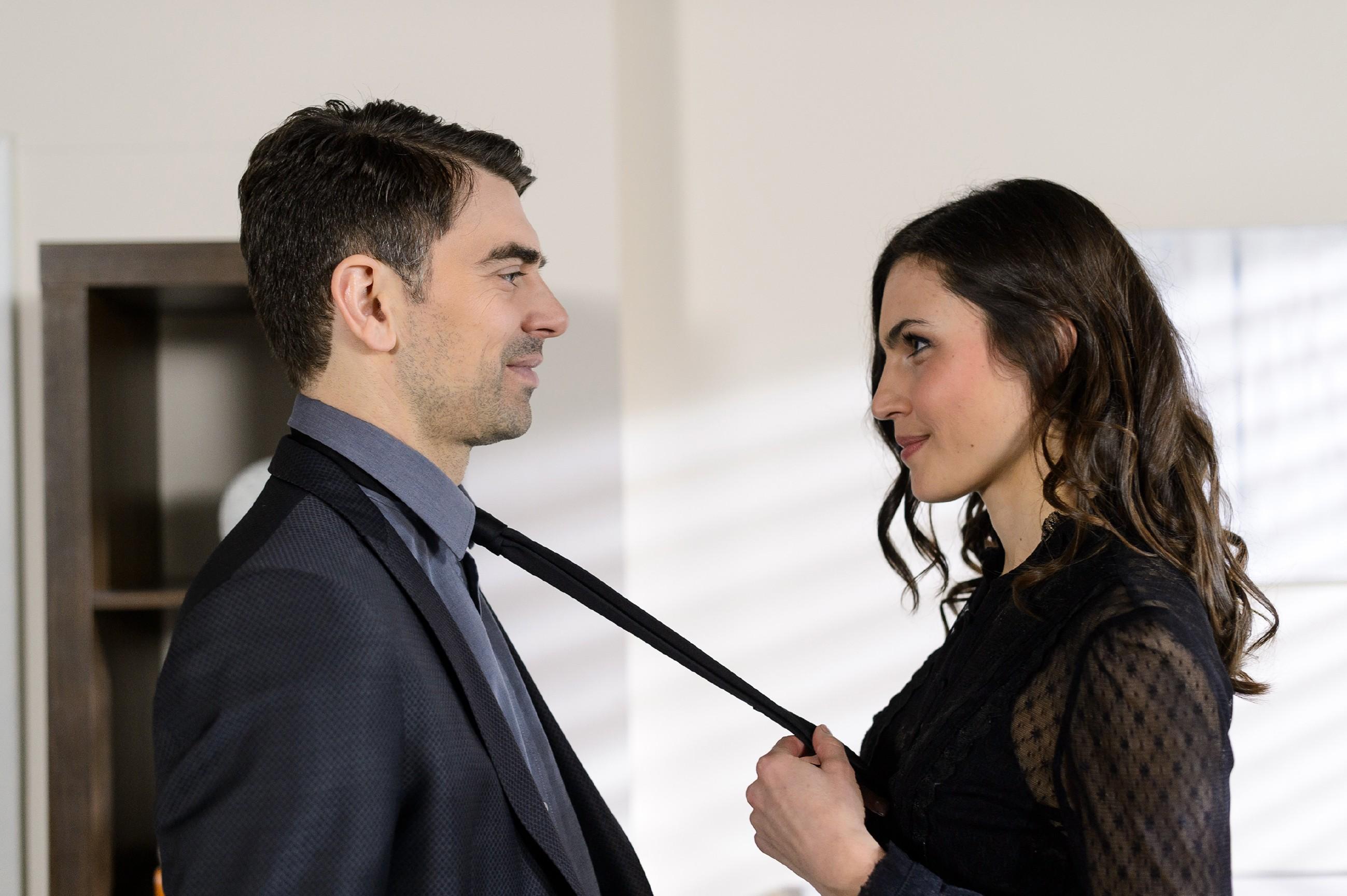 Veit (Carsten Clemens) offenbart dem Callgirl Jacqueline (Catharina Schmitt) gegenüber seine wahren Pläne... (Quelle: RTL / Willi Weber)