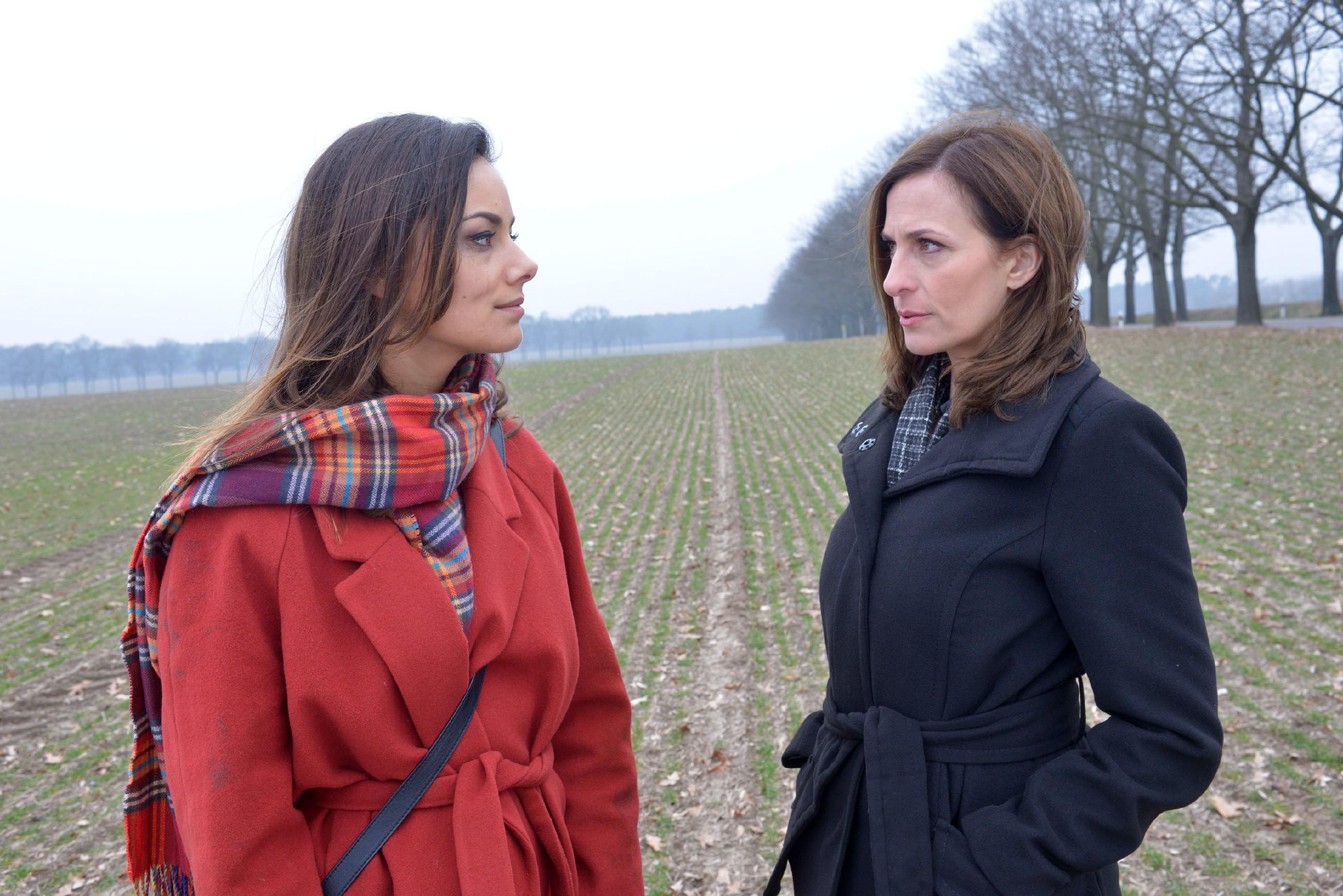Kann Katrin (Ulrike Frank, r.) Jasmin (Janina Uhse) überzeugen, sich helfen zu lassen? (Quelle: RTL / Rolf Baumgartner)
