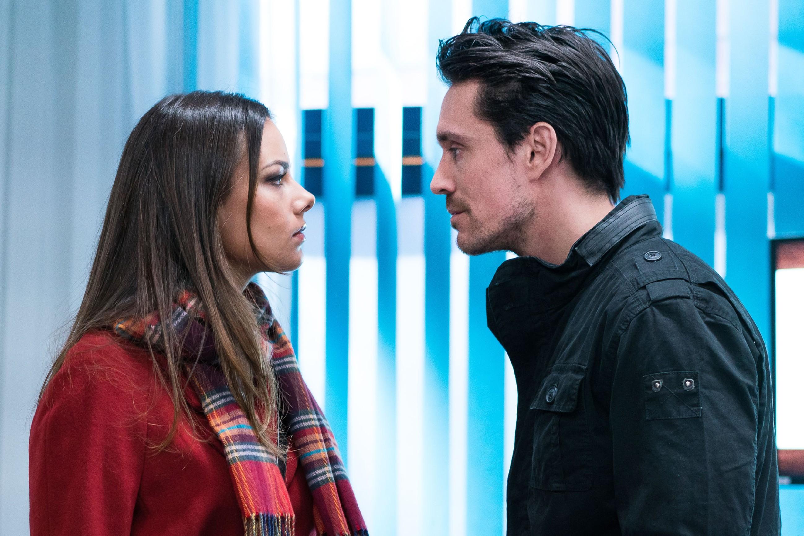 Jasmin (Janina Uhse) ist geschockt, als David (Philipp Christopher) sie damit konfrontiert, dass Katrin für Frederics Tod verantwortlich ist... (Quelle: RTL / Rolf Baumgartner)