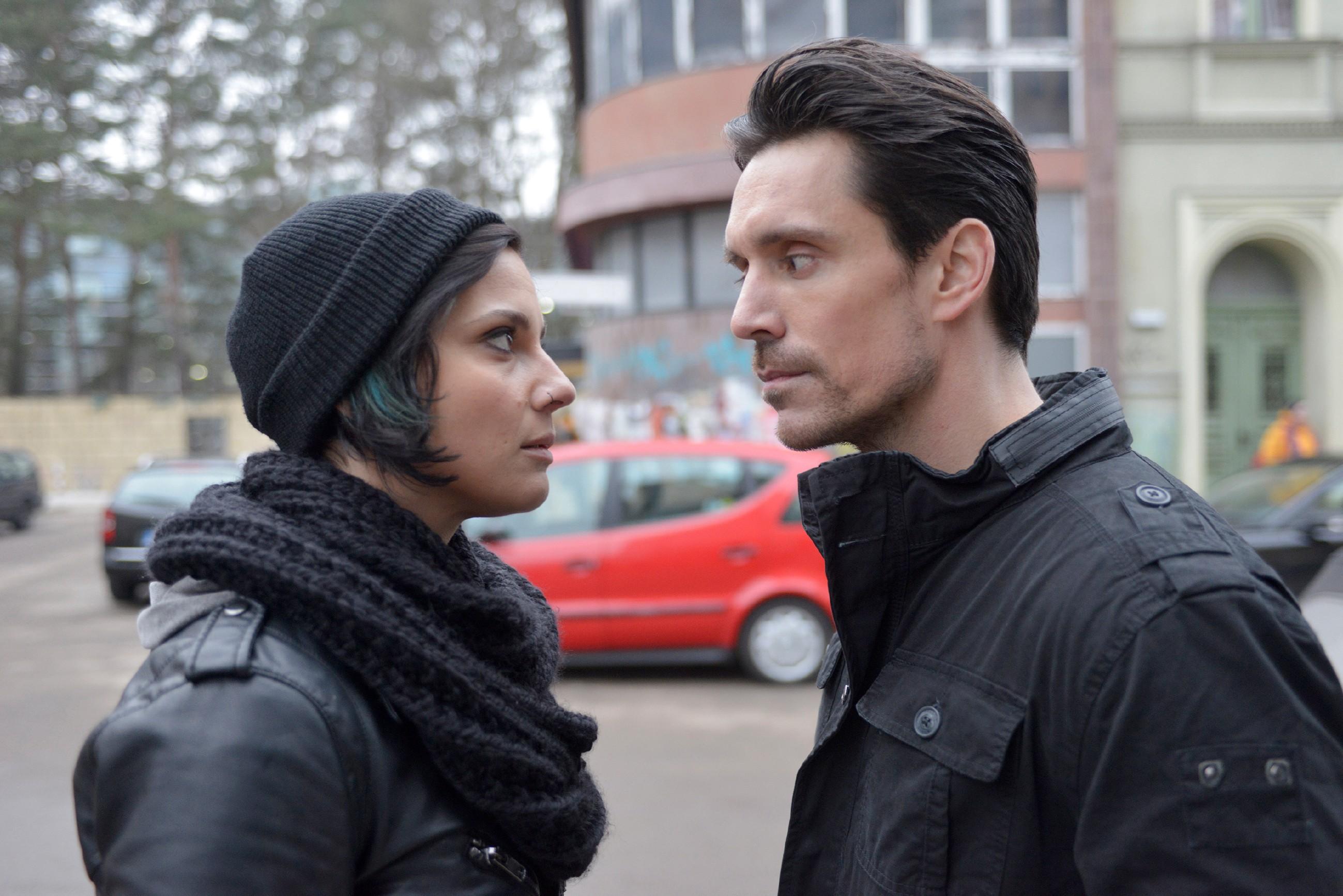 Anni (Linda Marlen Runge) erkennt, dass David (Philipp Christopher) für das Erreichen seiner Ziele zu allem bereit ist... (Quelle: RTL / Rolf Baumgartner)
