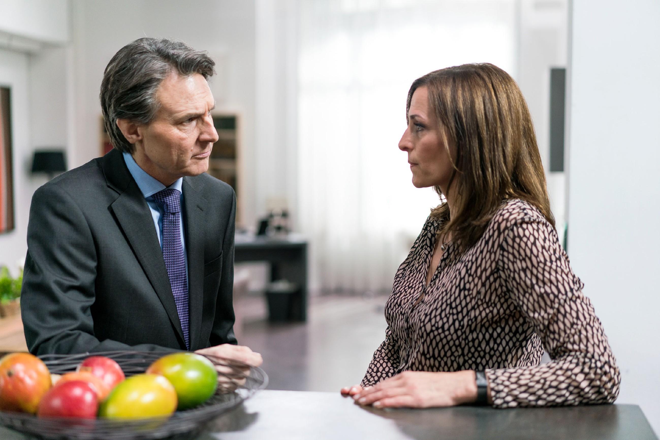 Katrin (Ulrike Frank) sieht keine andere Lösung, als den Mord auf sich zu nehmen, um Jasmin zu schützen - doch Gerner (Wolfgang Bahro) verfolgt besonnen eine andere Strategie... (Quelle: RTL / Sebastian Geyer)