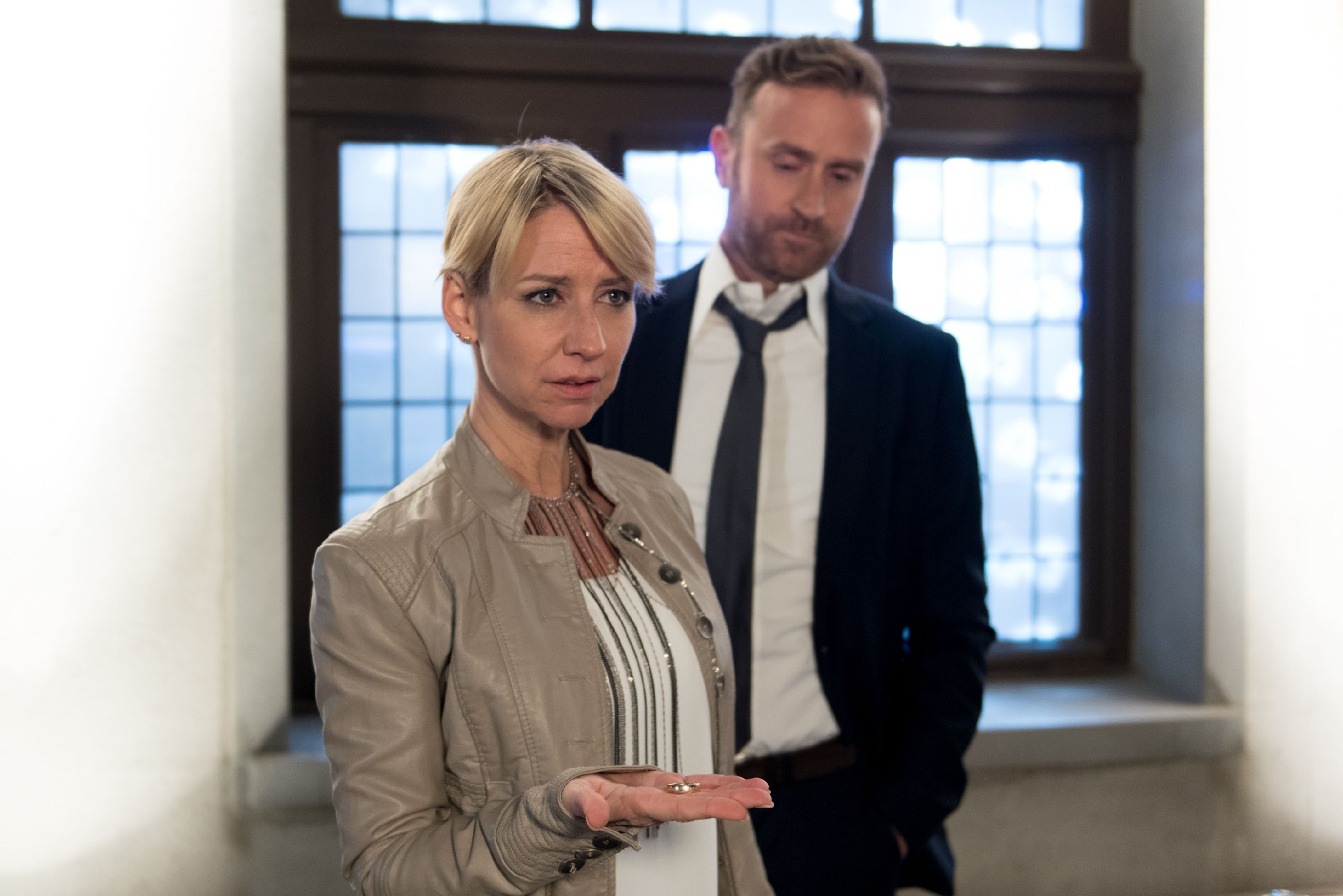 Wird sich Ute (Isabell Hertel) auf einen One-Night-Stand mit dem verheirateten Stefan (Björn Gödde) einlassen? (Quelle: RTL / Stefan Behrens)