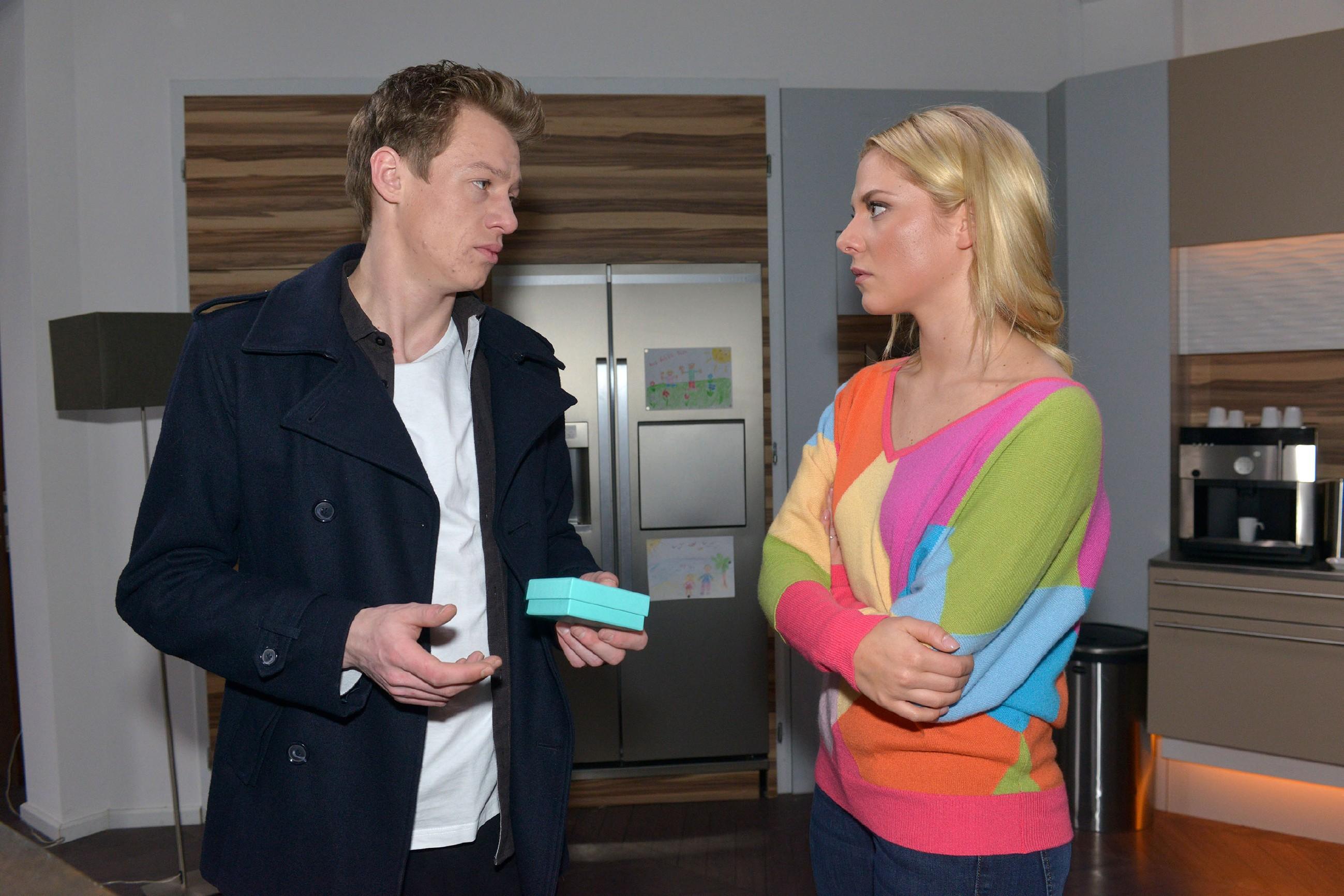 """Obwohl Vince (Vincent Krüger) sich aufrichtig bei Sunny (Valentina Pahde) entschuldigt und sie das auch zu schätzen weiß, vermisst sie den """"alten"""" Vince und besteht auf die Auszeit."""