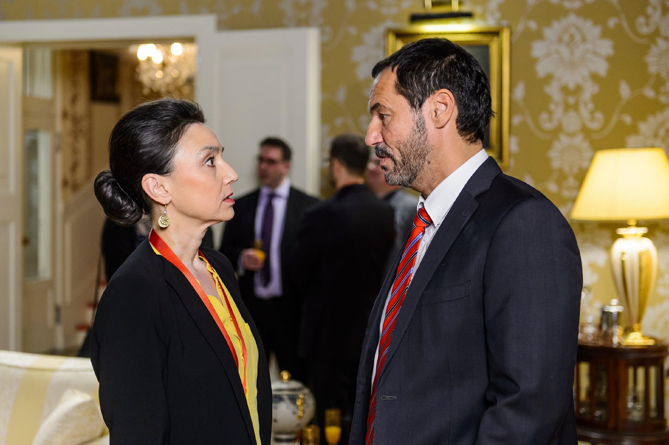 Simone (Tatjana Clasing) verteidigt vor Richard (Silvan-Pierre Leirich) ihre harte Haltung Jenny gegenüber. (Quelle: RTL / Willi Weber)