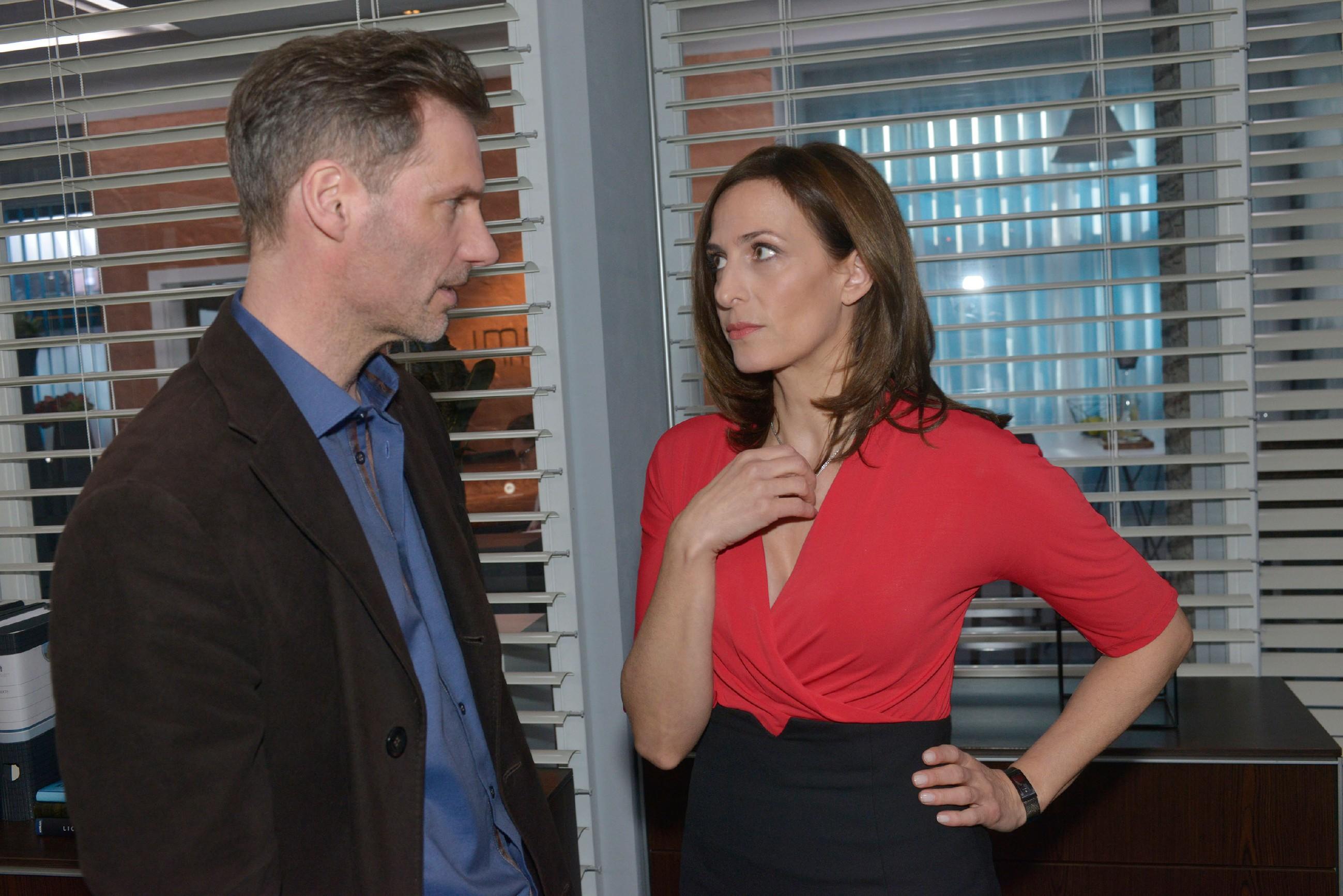 In der Hoffnung, dass Katrin (Ulrike Frank) Gerner beeinflussen kann, weiht Alexander (Clemens Löhr) sie in die schockierende Erpressung ein, muss aber erfahren, dass es zu spät ist: Gerner hat das Geständnis von Maren schon eingereicht... (Quelle: RTL / Rolf Baumgartner)