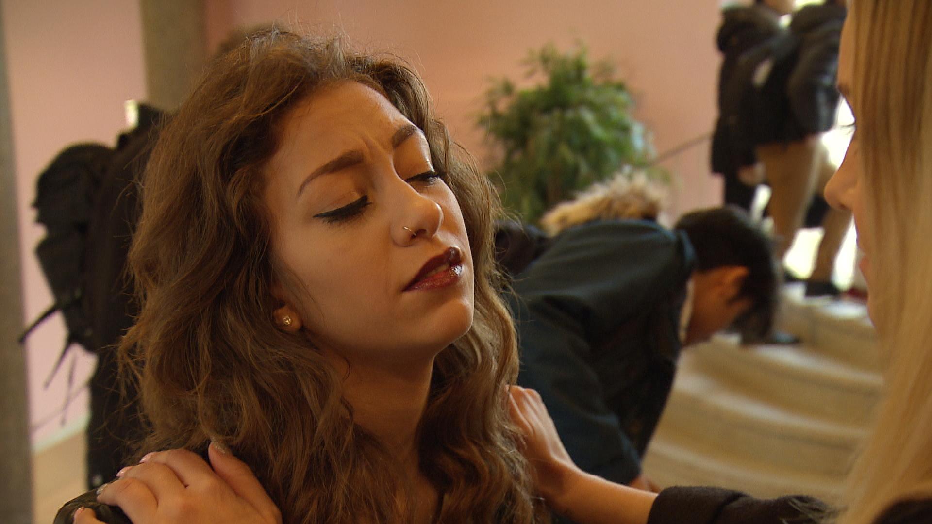 Elli ist zutiefst betrübt, dass Chico offenbar eine Freundin hat, und will den Tanzkurs abblasen. (Quelle: RTL 2)