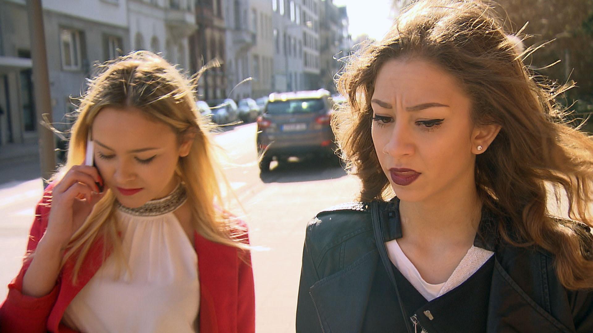 Elli,re.lässt sich von Lina,li. verunsichern: Verliert Chico das Interesse an ihr? (Quelle: RTL 2)