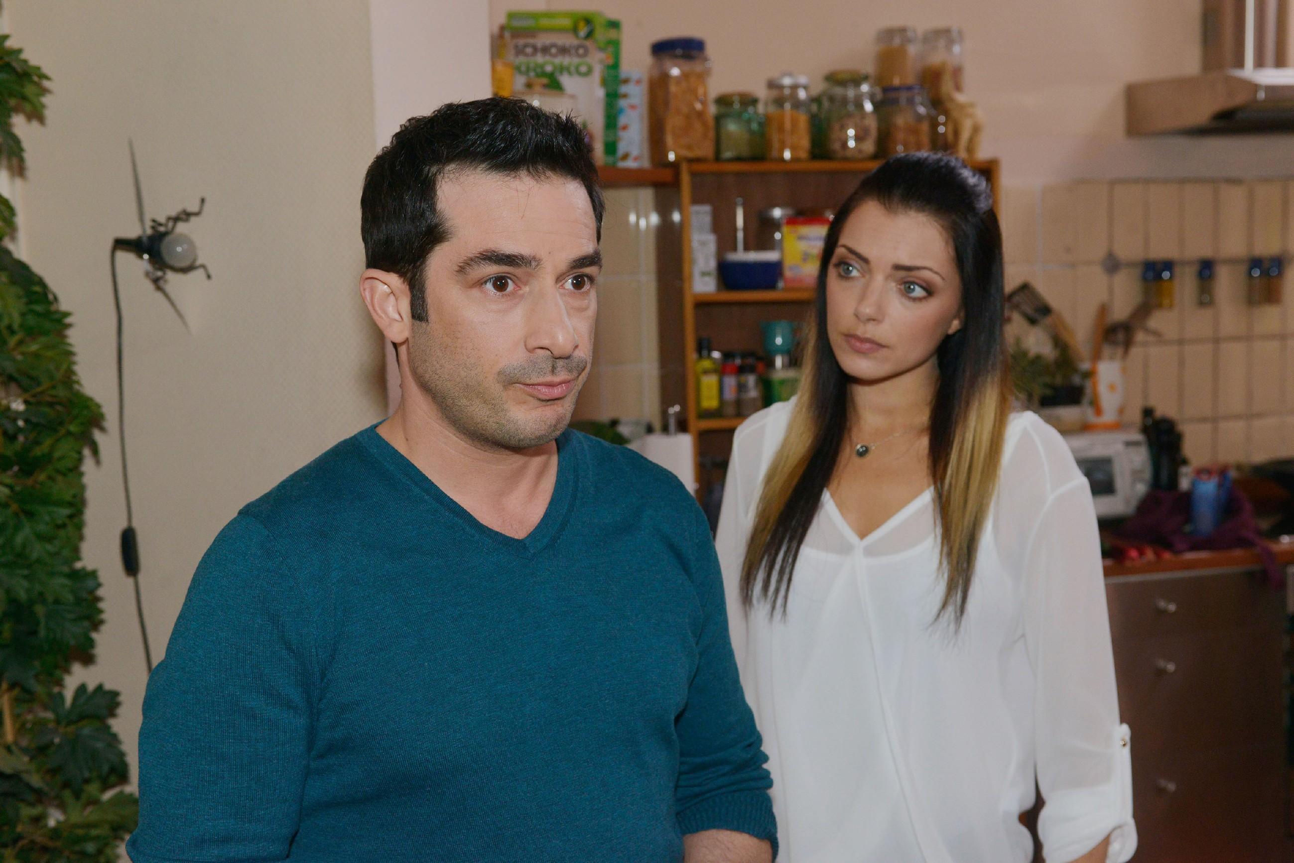 Als Tayfun (Tayfun Baydar) sich an seine Gefühle bei Kates Geburt erinnert, entwickelt Emily (Anne Menden) in ihrer Verzweiflung einen Plan... (Quelle: RTL / Rolf Baumgartner)