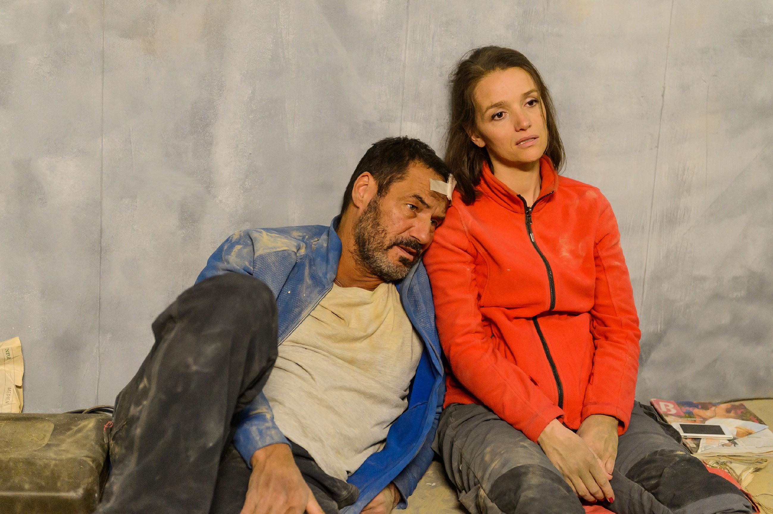 Richard (Silvan-Pierre Leirich) und Jenny (Kaja Schmidt-Tychsen) blicken der Tatsache ins Auge, dass sie hier unten vielleicht sterben werden... (Quelle: RTL / Willi Weber)