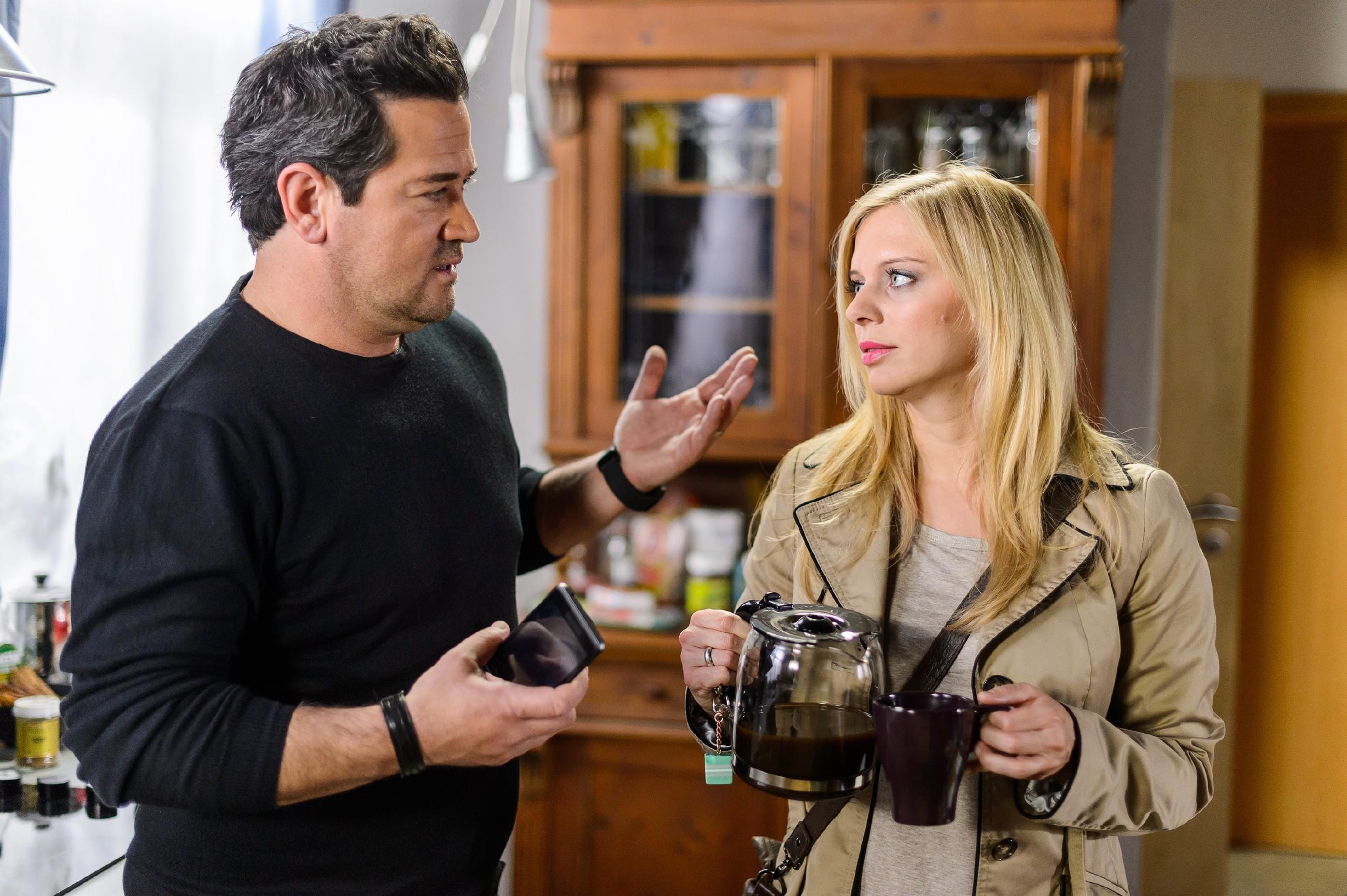 Marian (Sam Eisenstein) ist entschlossen, alles zu tun, um seine Ehe mit Lena (Juliette Greco) zu retten. (Quelle: RTL / Willi Weber)