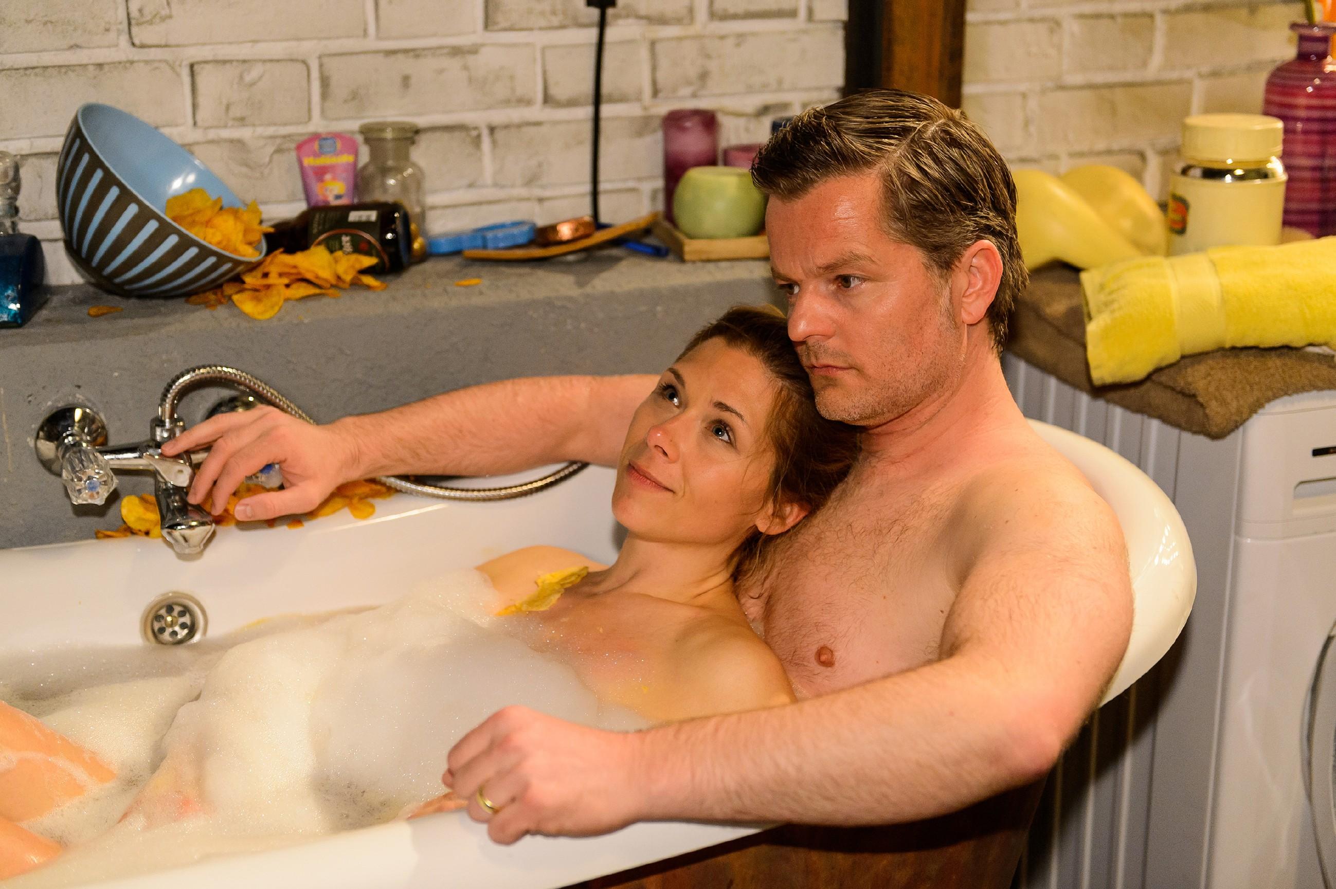 Diana (Tanja Szewczenko) genießt ihre gemeinsame Zeit mit Ingo (André Dietz) und lässt sich immer weiter auf ihn ein. (Quelle: RTL / Willi Weber)