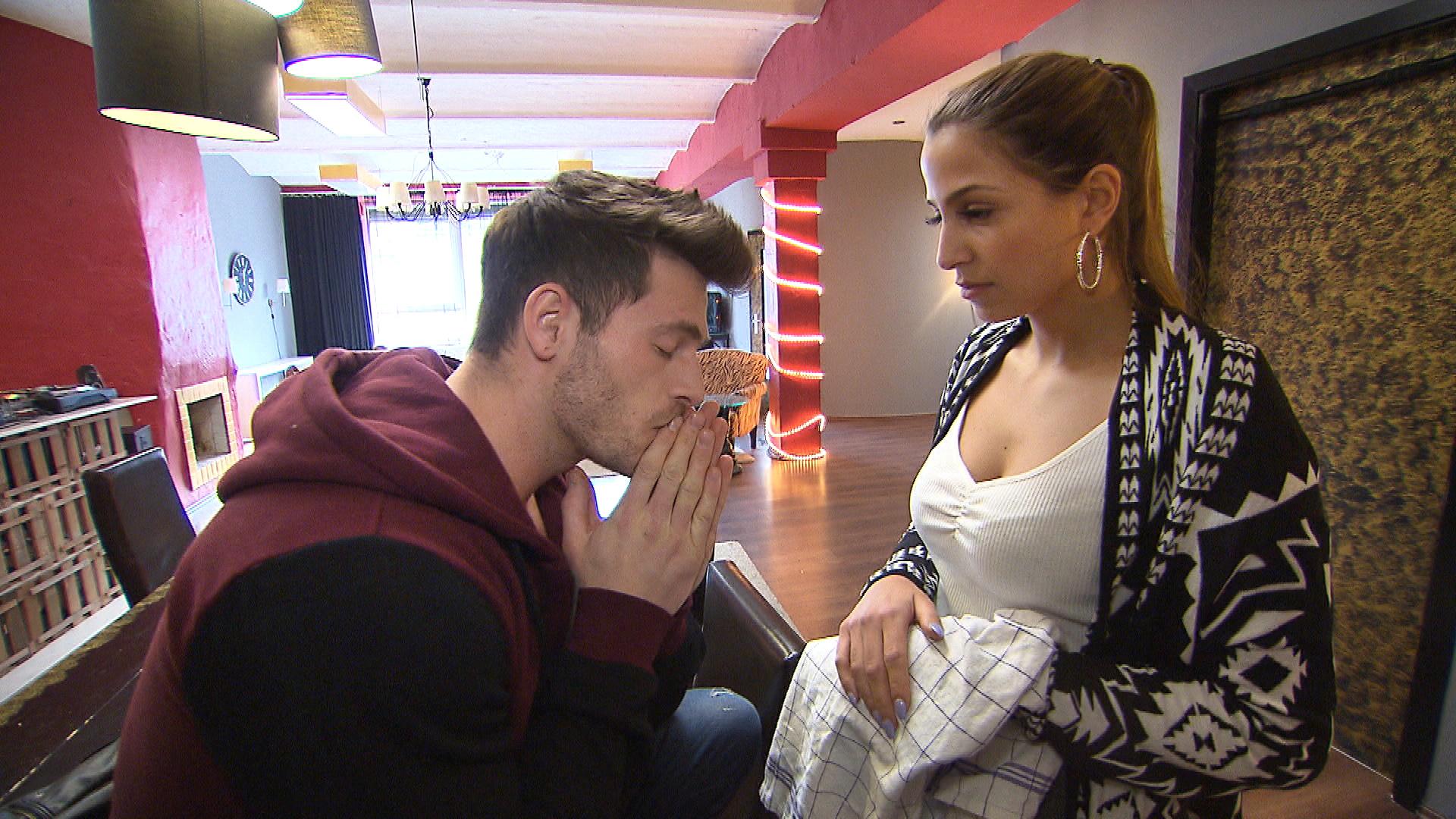 Alessia,re.muss unbedingt mit Daniel ,li., sprechen. (Quelle: RTL 2)