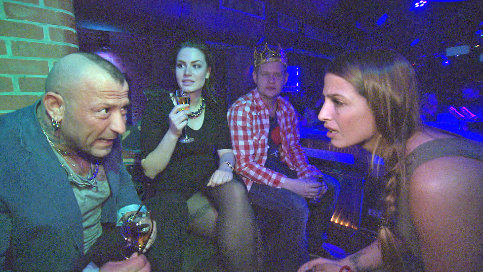 Fabrizio,li., Statistin, Ole, Alessia,re. (Quelle: RTL 2)