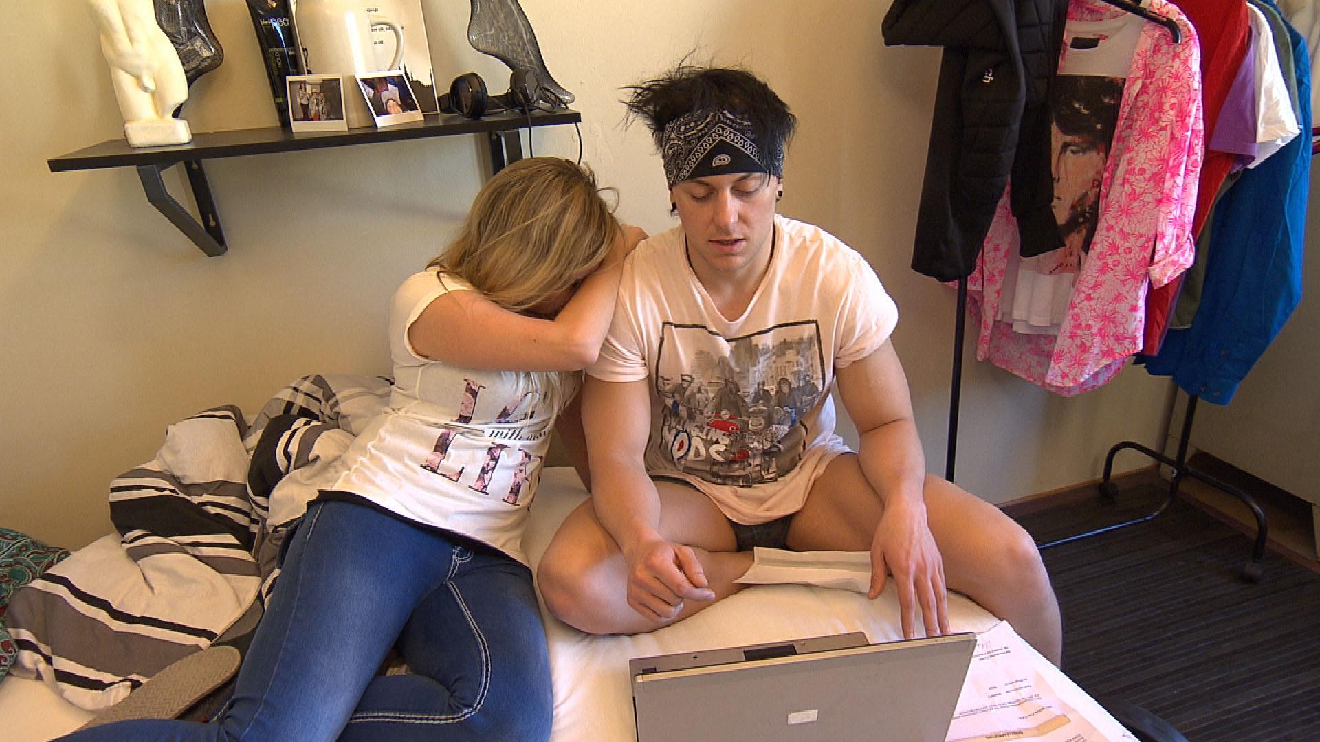 Chantal,li. will Kevin,re. beweisen, dass sie zusammengehören und plant einen Pärchentag. (Quelle: RTL 2)