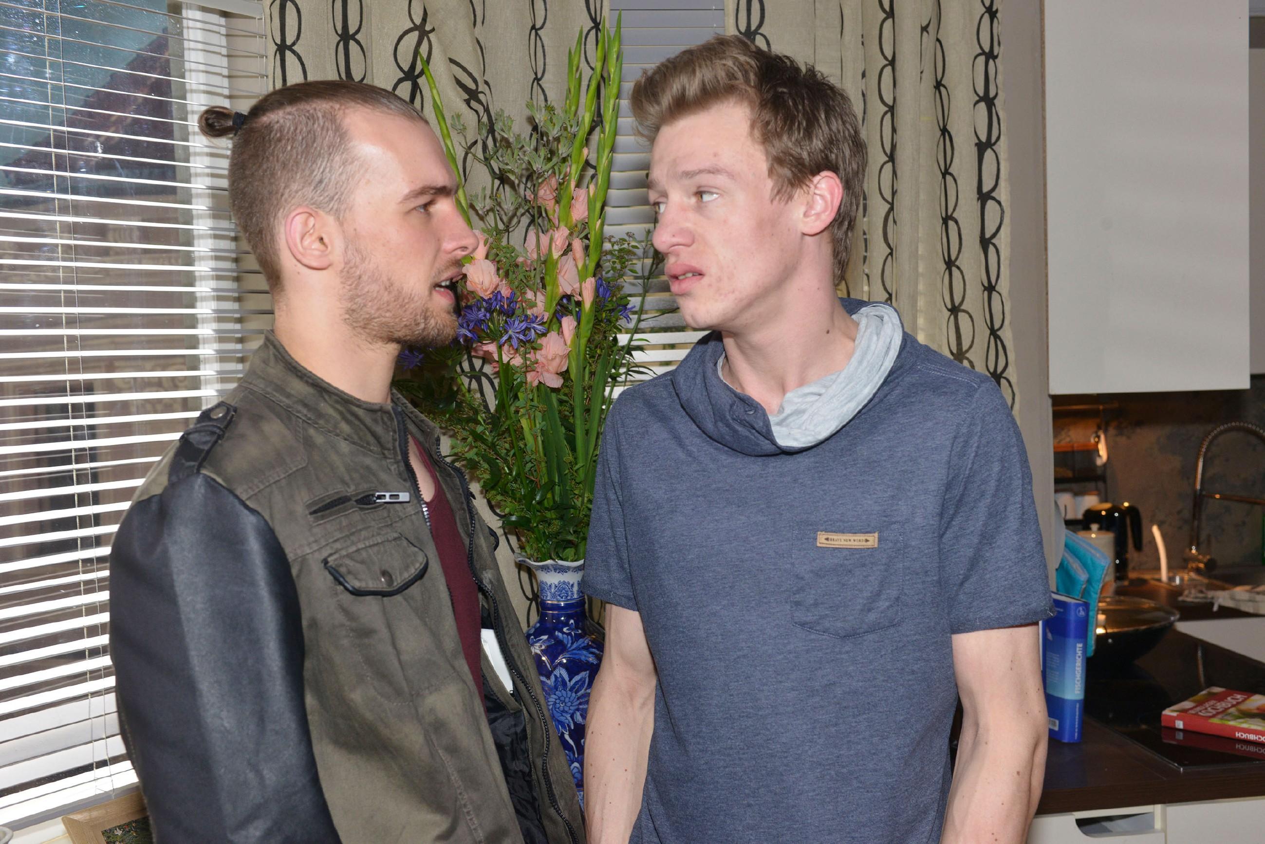 Wird es Vince (Vincent Krüger, r.) gelingen, sich mit Chris (Eric Stehfest) zu versöhnen?