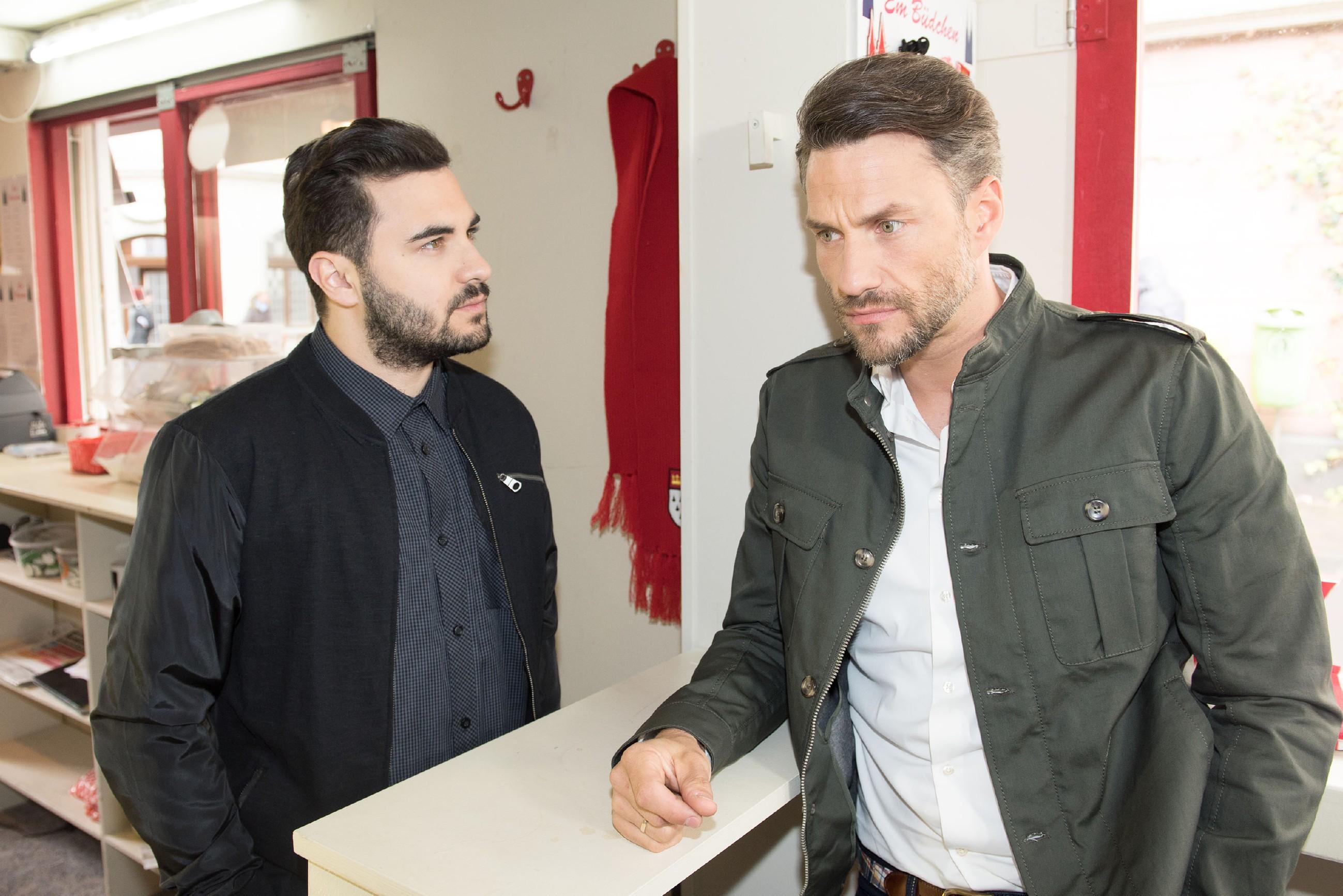 Easy (Lars Steinhöfel, l.) zerstreut Maltes (Stefan Bockelmann) Eindruck, dass Caro sich bereits wieder von Tobias aufmuntern lässt, und macht ihm klar, dass er dabei ist, seine Beziehung aufs Spiel zu setzen. (Quelle RTL / Stefan Behrens)