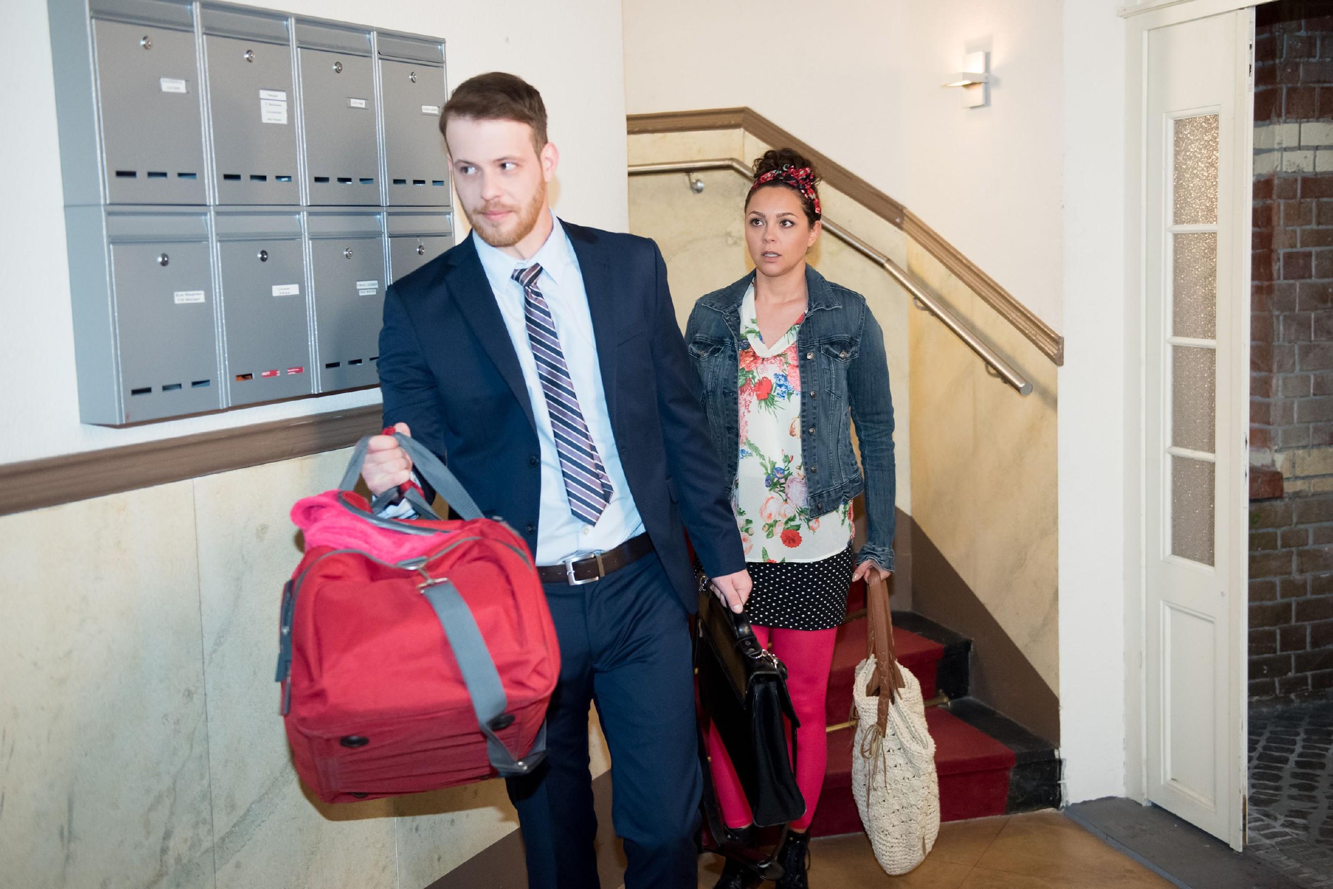 Tobias (Patrick Müller) fängt Caro (Ines Kurenbach) auf und bietet ihr ein Nachtlager an, als diese nach einem Streit mit Malte aufgebracht die Wohnung verlässt. (Quelle RTL / Stefan Behrens)