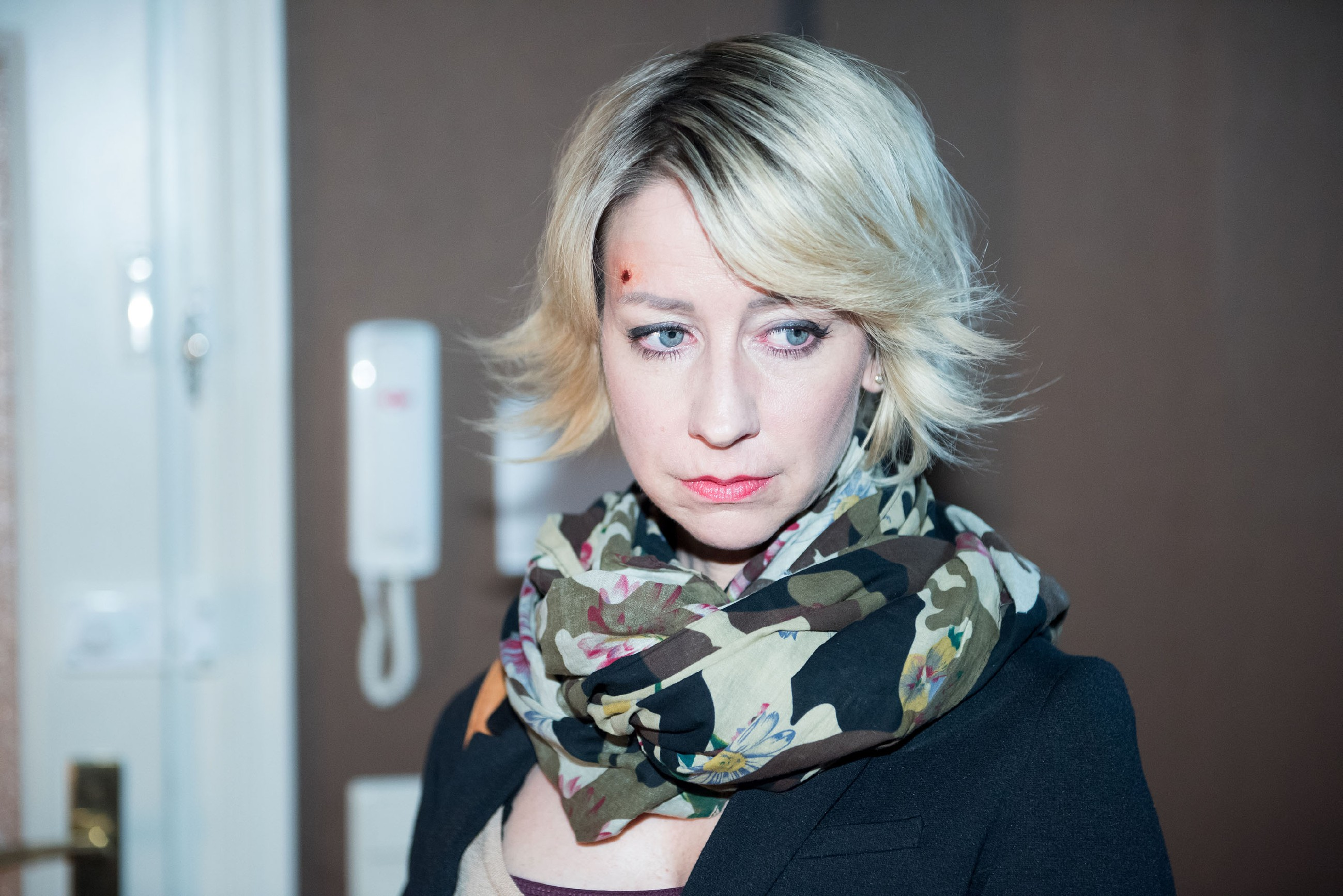Ute (Isabell Hertel) muss hinnehmen, dass Eva ihr tief enttäuscht die Freundschaft kündigt. (Quelle: RTL / Stefan Behrens)