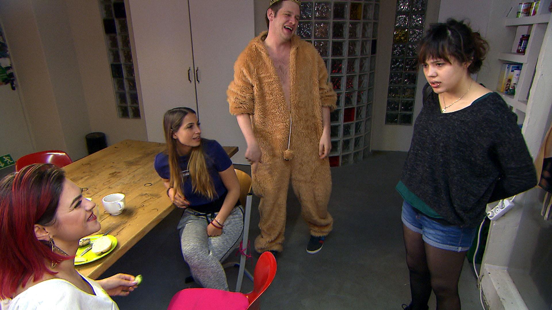 Jessica,li. Alessia, Ole, Aylin,re. (Quelle: RTL 2)