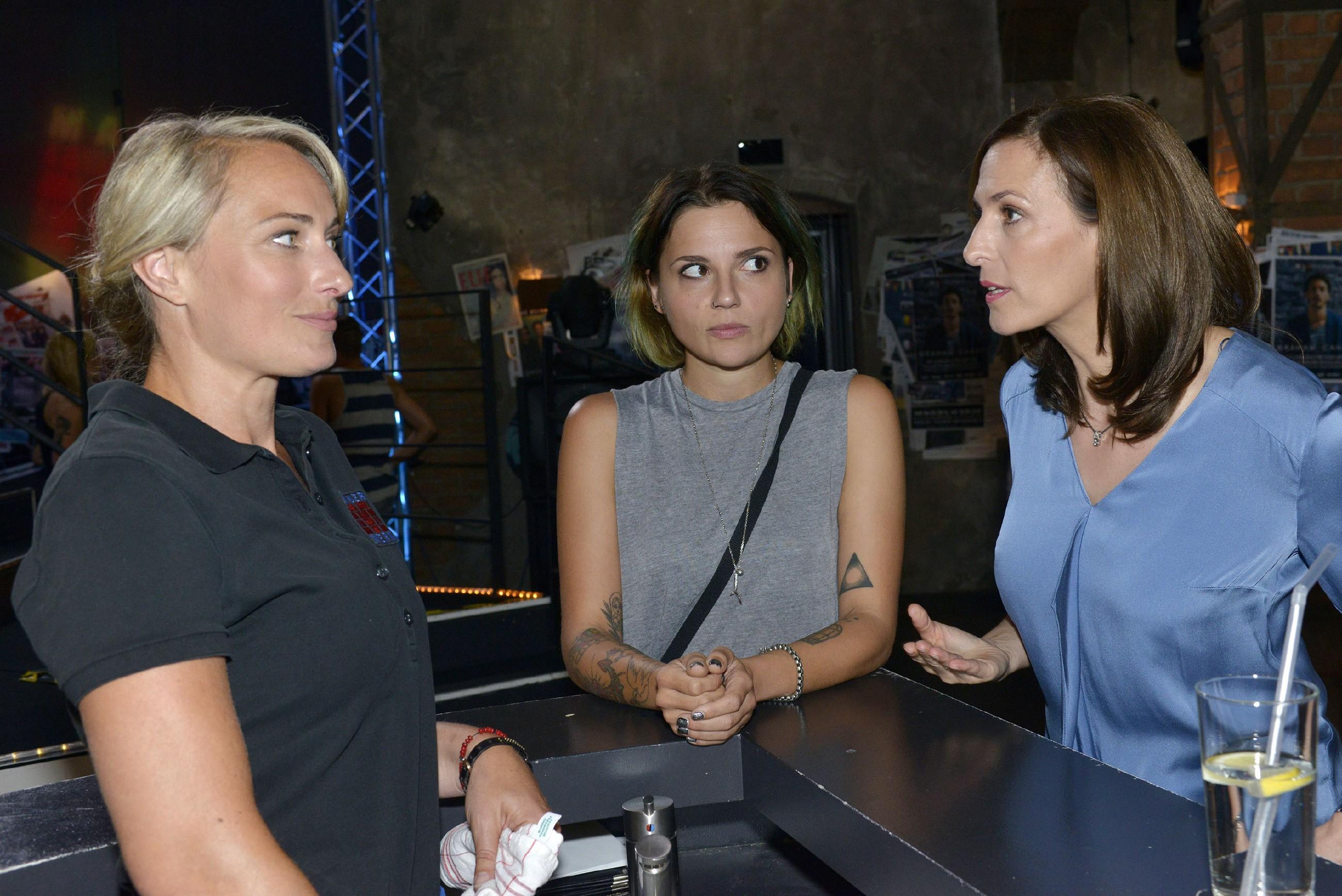 Roberto (Sascha Pederova) und Emily (Anne Menden) kommen sich näher... (Quelle: RTL / Rolf Baumgartner)
