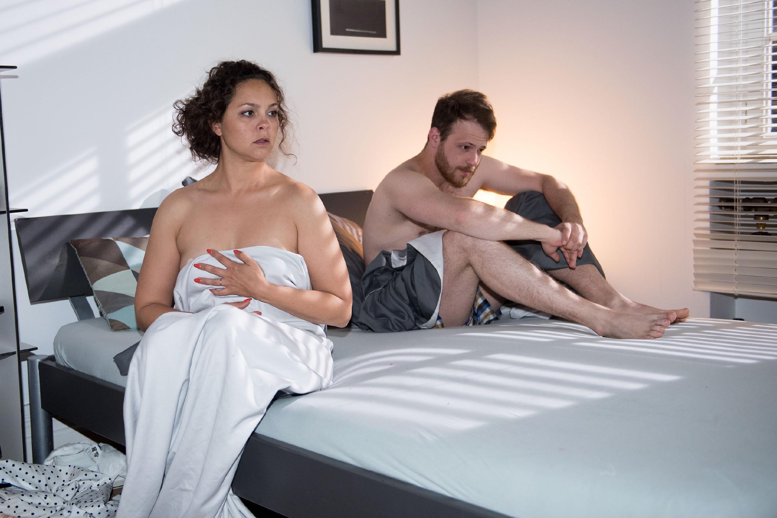 Caro (Ines Kurenbach) ist nach ihrem Seitensprung mit Tobias (Patrick Müller) fassungslos und quält sich mit ihrem schlechten Gewissen... (Quelle: RTL / Stefan Behrens)