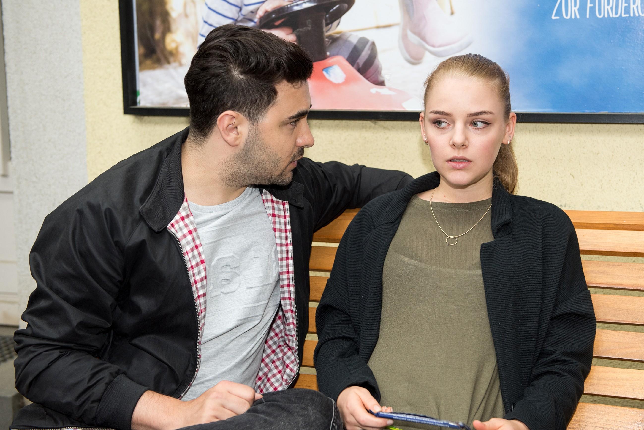 Wird Fiona (Olivia Burkhart) es schaffen, Easy (Lars Steinhöfel) ins Vertrauen zu ziehen? (Quelle: RTL / Stefan Behrens)