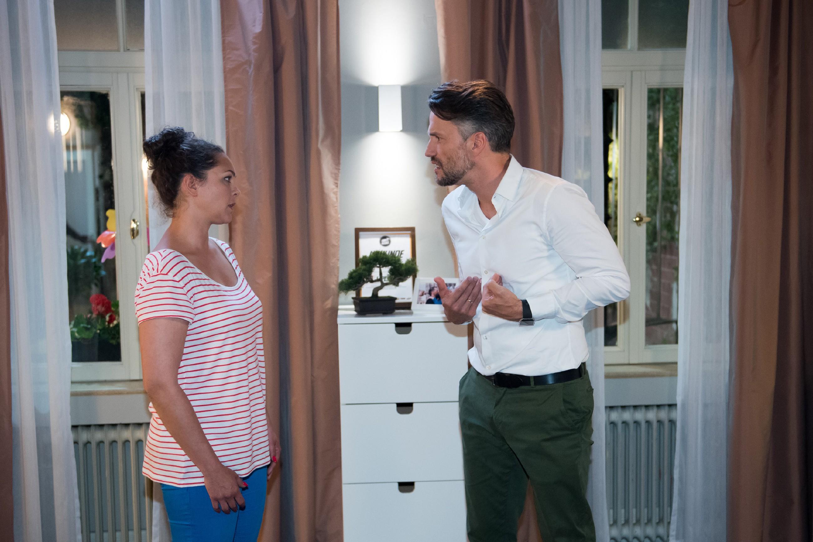 Caro (Ines Kurenbach) ist entsetzt, als Malte (Stefan Bockelmann) scheinbar nur eine Lösung für eine Versöhnung sieht... (Quelle: RTL / Stefan Behrens)