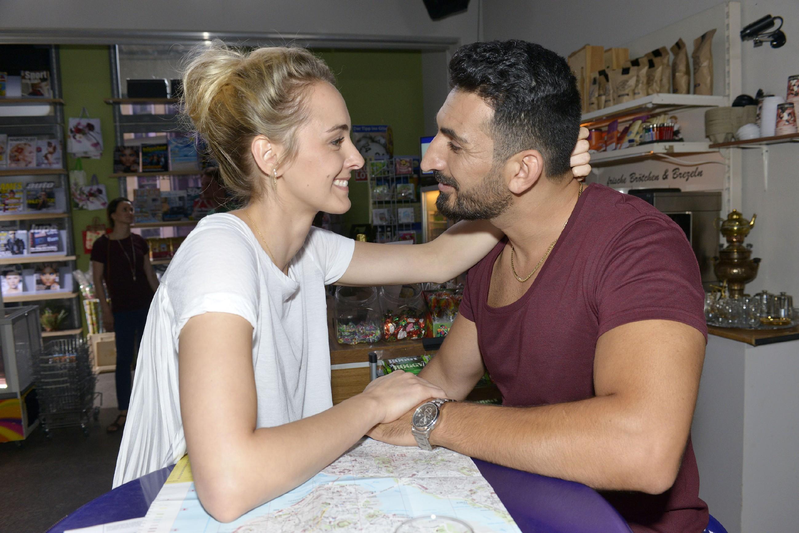 Mesut (Mustafa Alin) und Maja (Anne Catrin Märzke) sind ein Herz und eine Seele. (Quelle: RTL / Rolf Baumgartner)