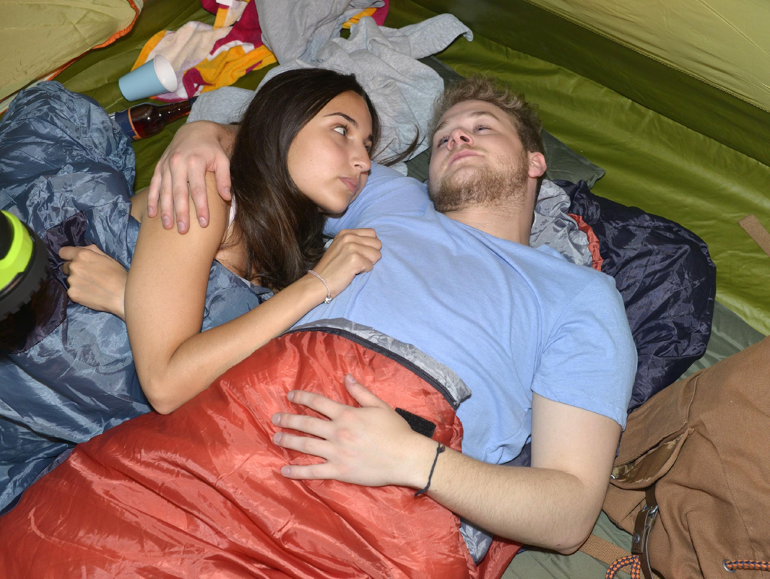 Selma (Rona Özkan) und Jonas (Felix van Deventer) scheinen bei ihrem Ostsee-Trip wieder zueinander gefunden zu haben, doch der Schein trügt... (RTL / Rolf Baumgartner)