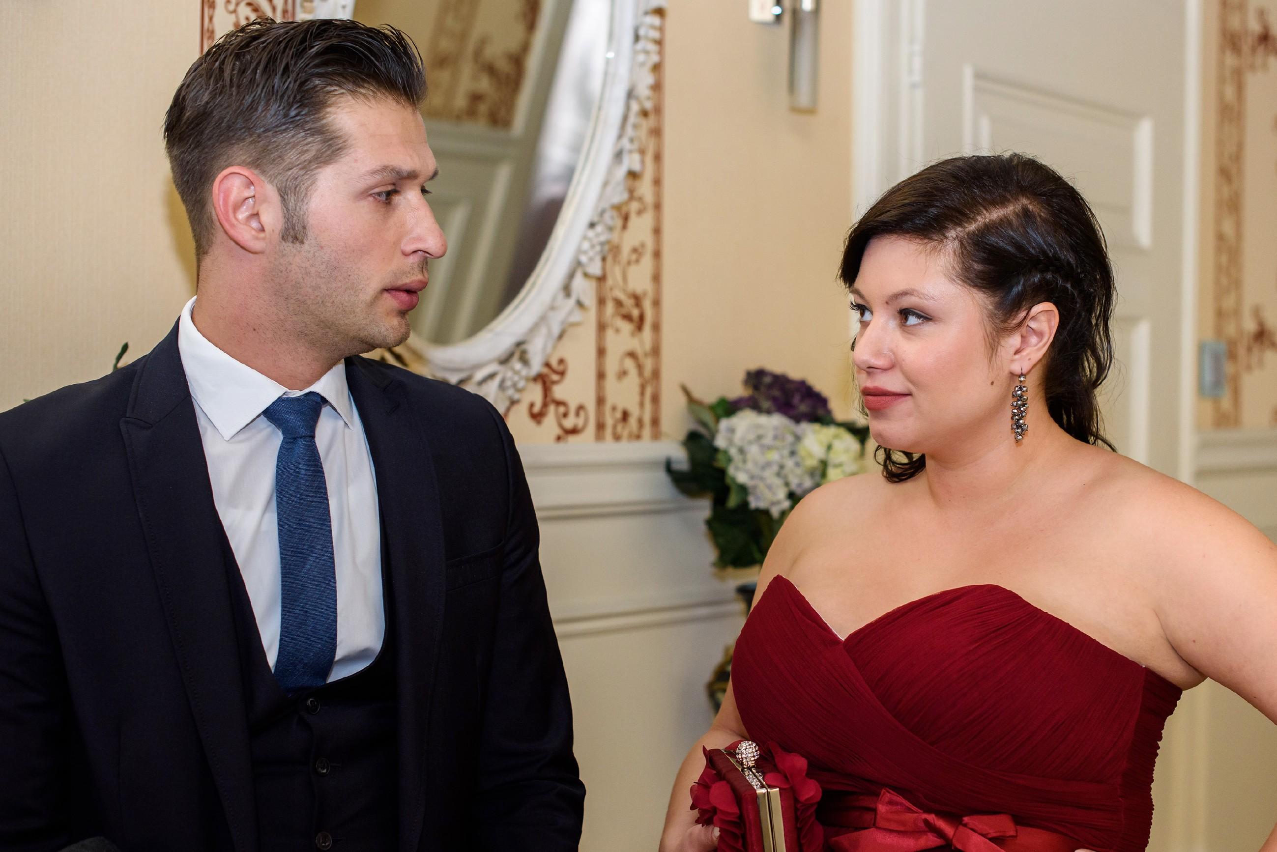 Deniz …(Igor Dolgatschew) erfährt Ÿüberrascht von Vanessa (Julia Augustin), dass er Jenny zu Unrecht beschuldigt hat. (Quelle: RTL / Julia Feldhagen)