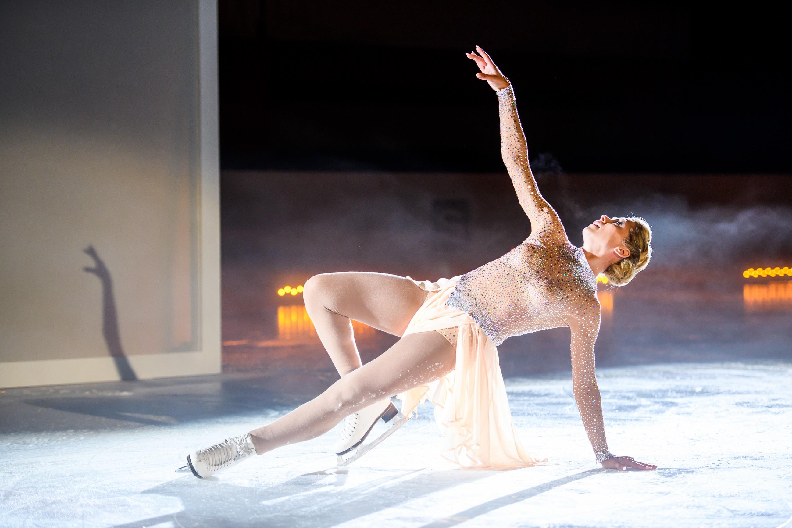 Bei der Eis-Gala läuft Diana (Tanja Szewczenko) strahlend ihre jeden verzaubernde Kür... (Quelle: RTL / Willi Weber)